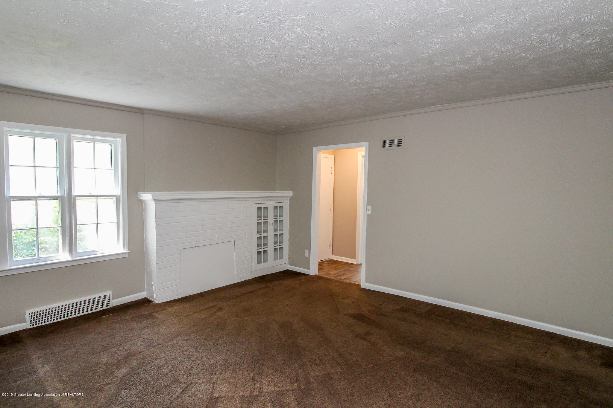 124 Northlawn Ave - 6 Living Room 2 - 3