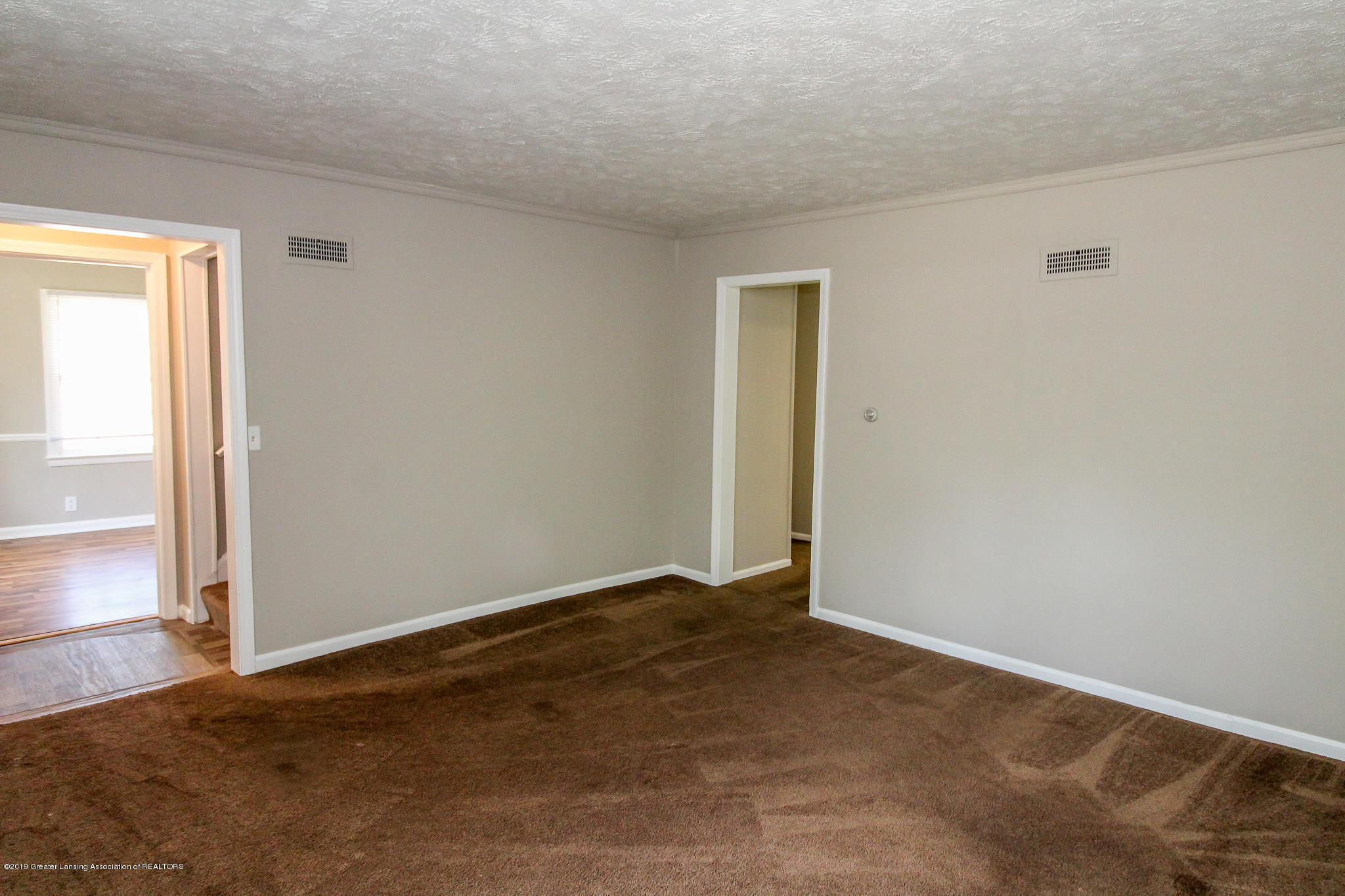124 Northlawn Ave - 8 Living Room 4 - 5