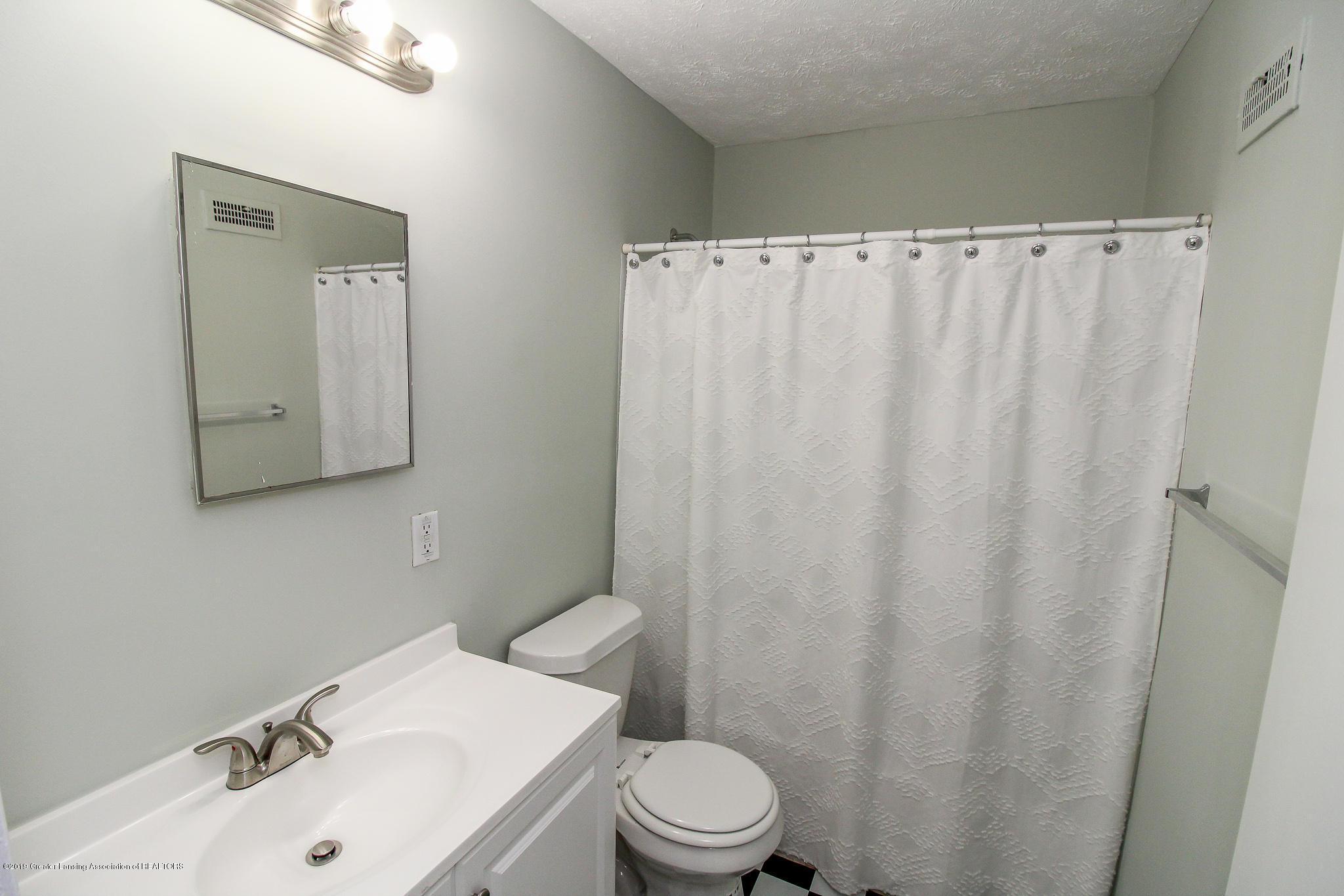 124 Northlawn Ave - 20 First Floor Bathroom 1 - 17
