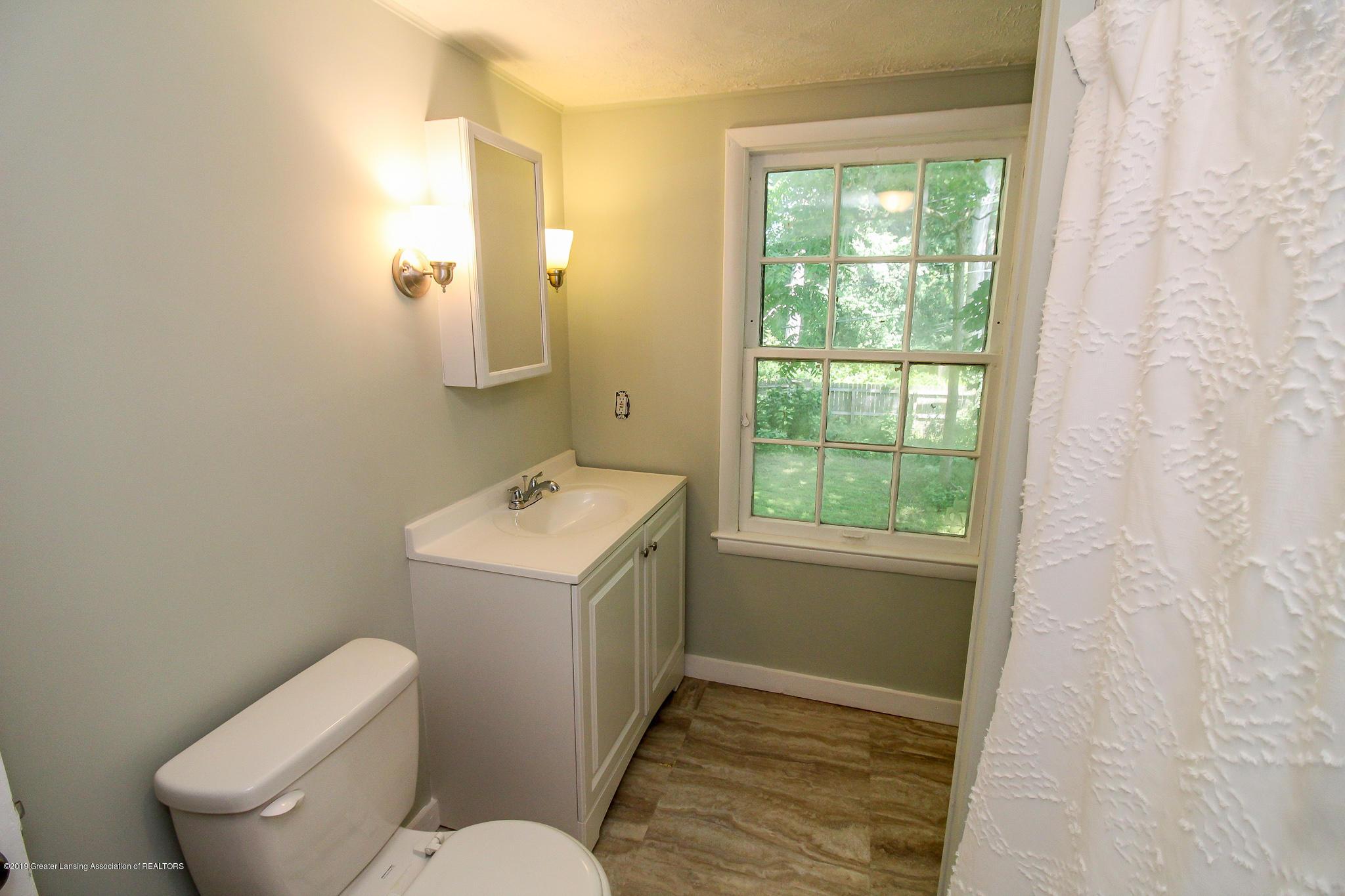124 Northlawn Ave - 31 Second Floor Bathroom 1 - 25