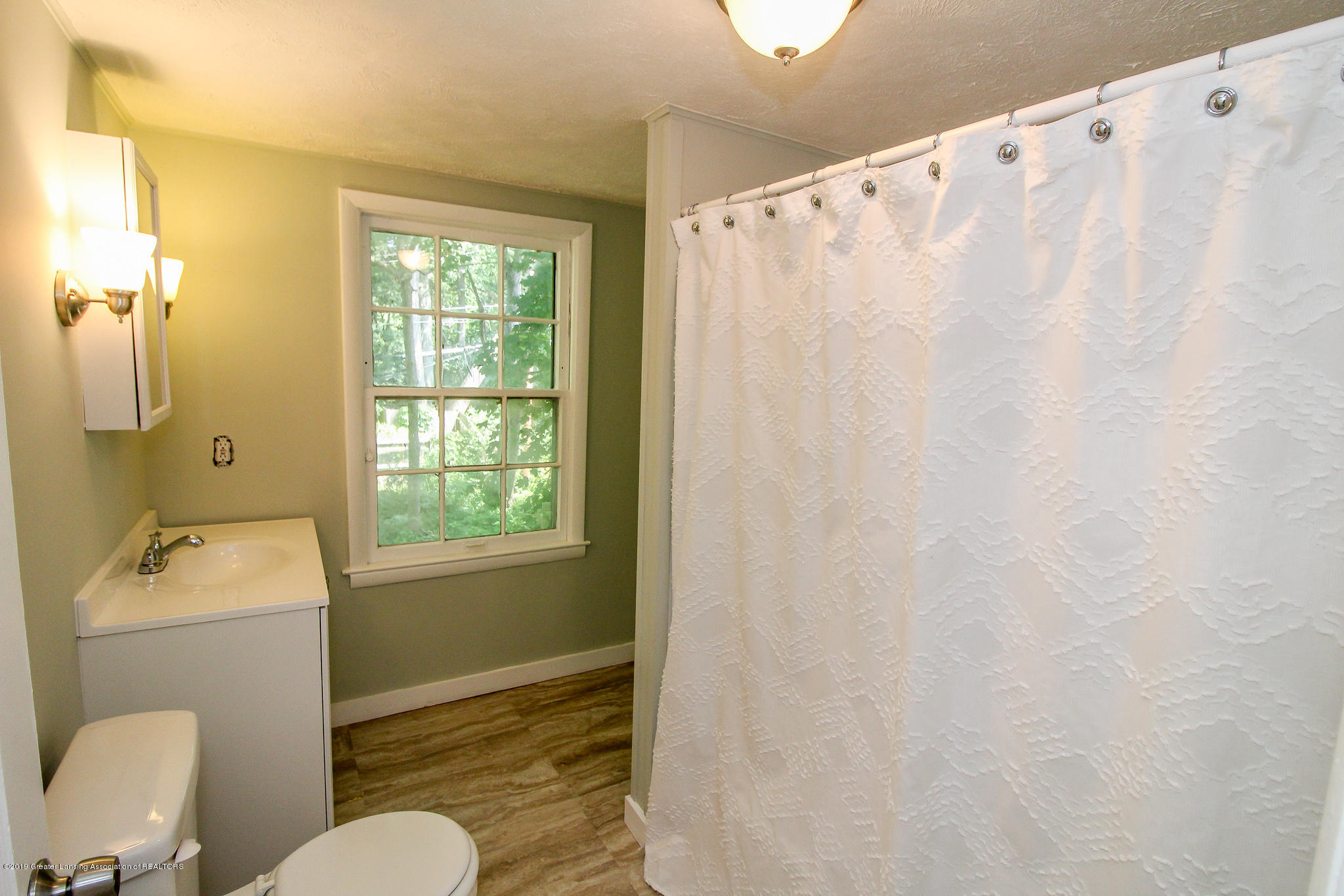 124 Northlawn Ave - 32 Second Floor Bathroom 2 - 26