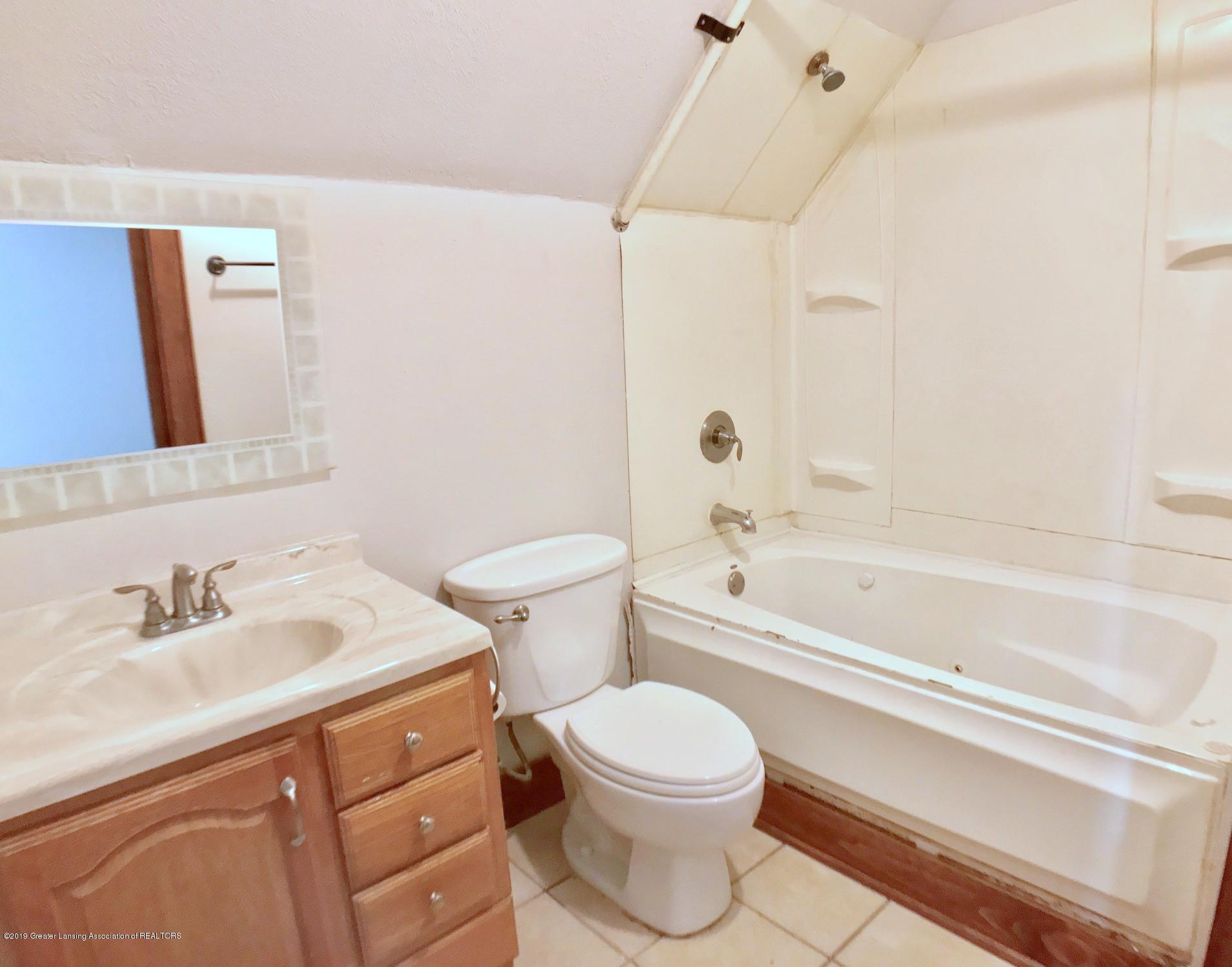 818 Westmoreland Ave - 2nd floor bath - 21