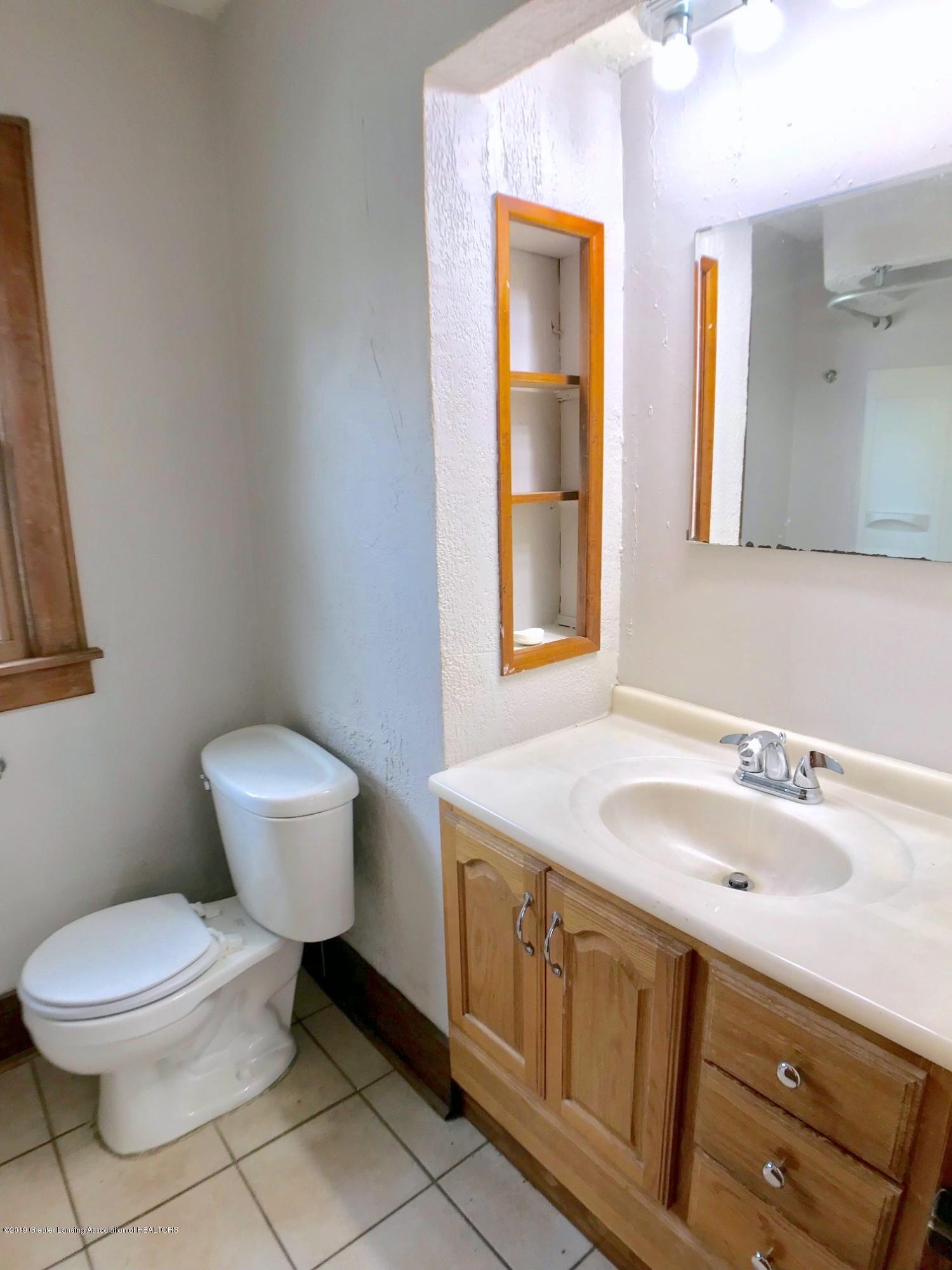 818 Westmoreland Ave - 1st floor bath - 15