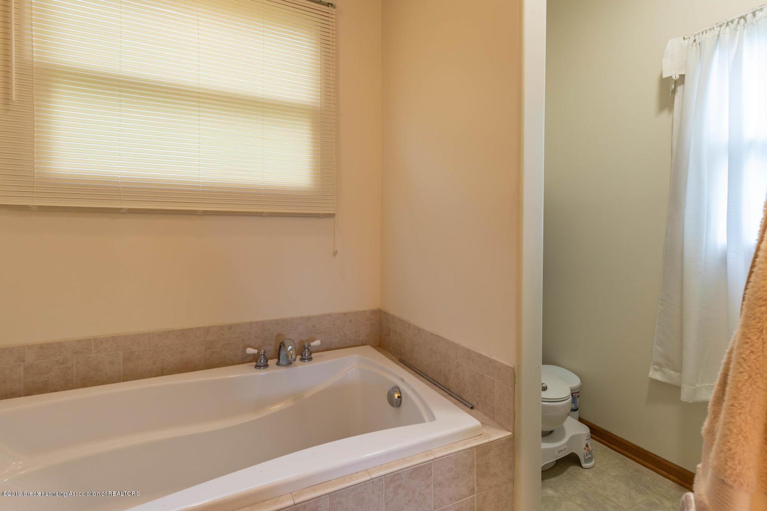 612 Hastay Blvd - Master Bath - 16