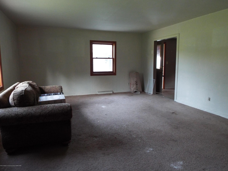 190 E Grand River Ave - Living Room - 5