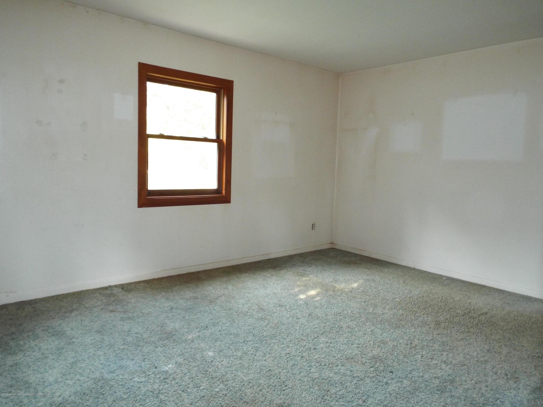 190 E Grand River Ave - Bedroom - 6