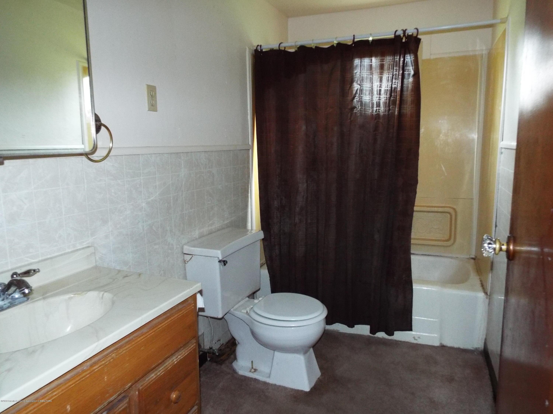 190 E Grand River Ave - Bathroom - 8
