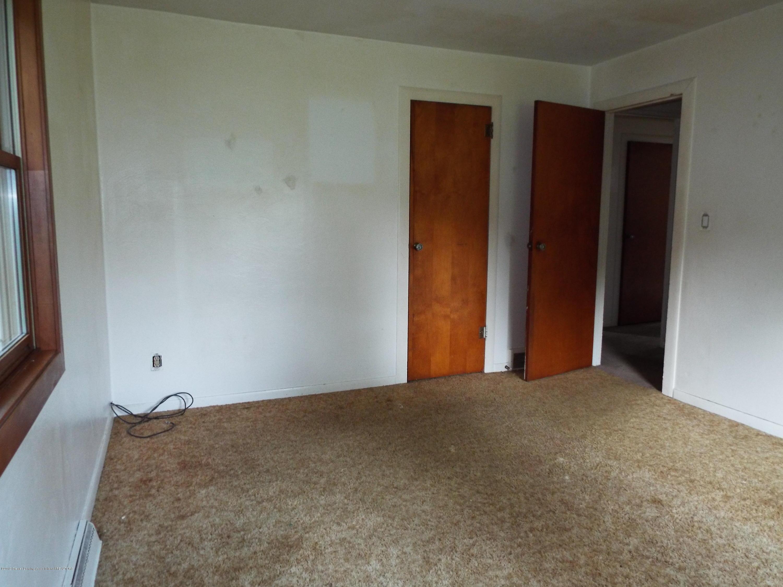 190 E Grand River Ave - Bedroom - 10