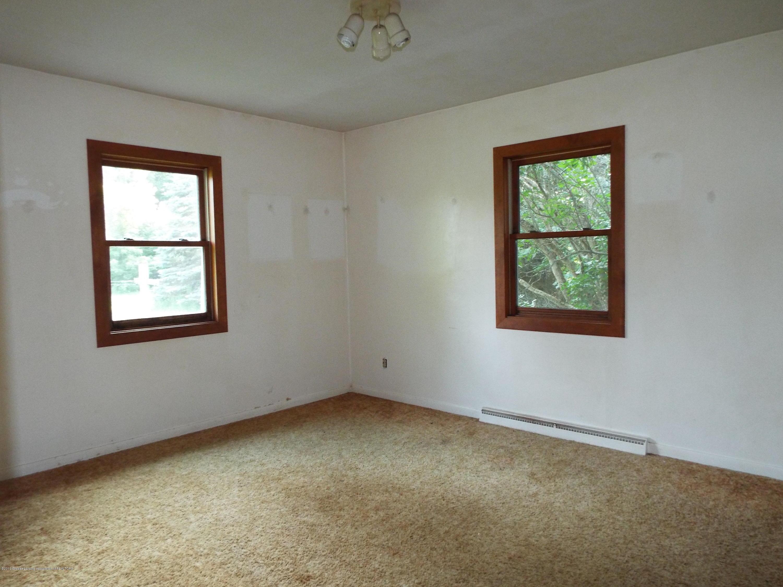 190 E Grand River Ave - Bedroom - 9