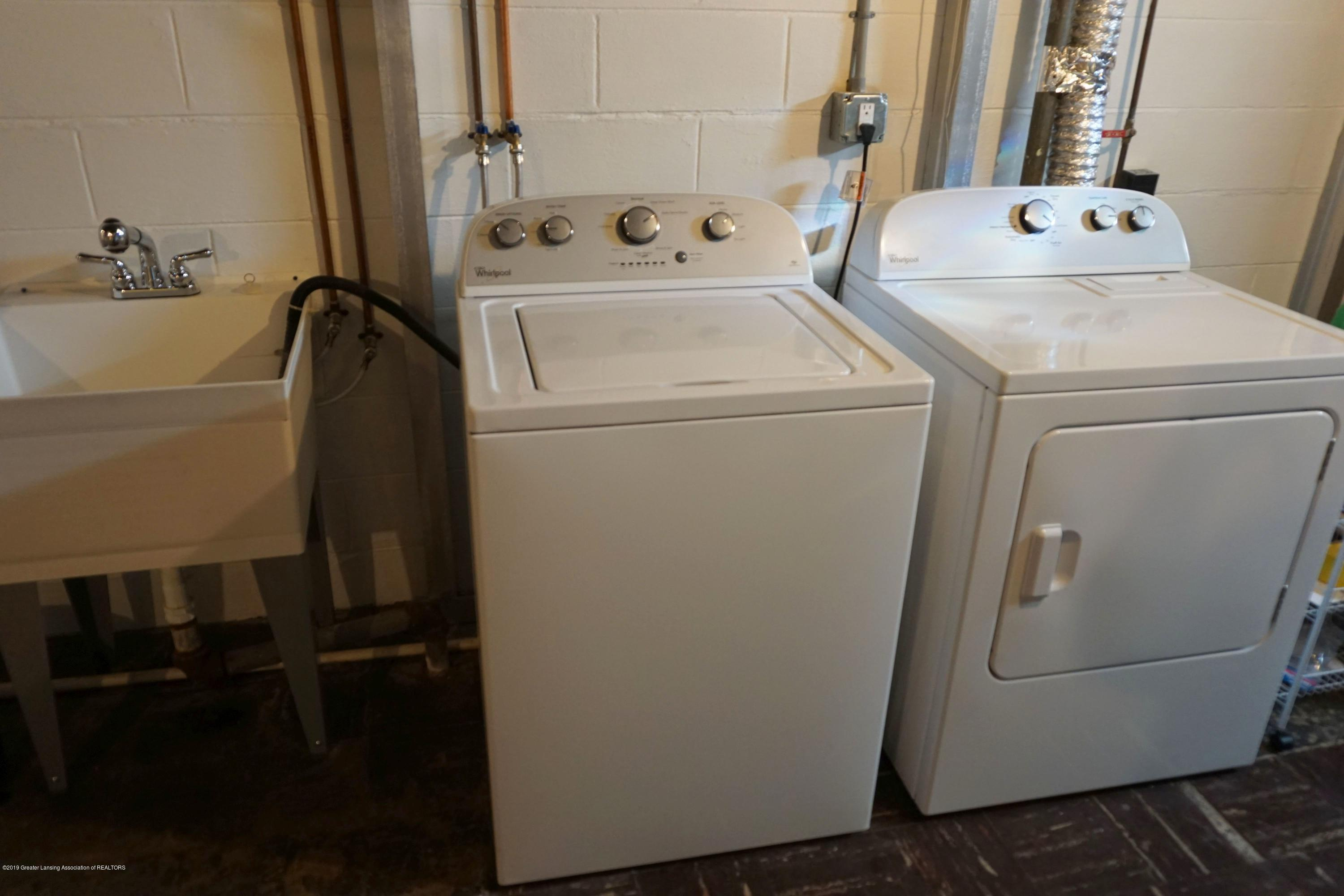 2501 Wellington Rd - Washer & Dryer remain - 11