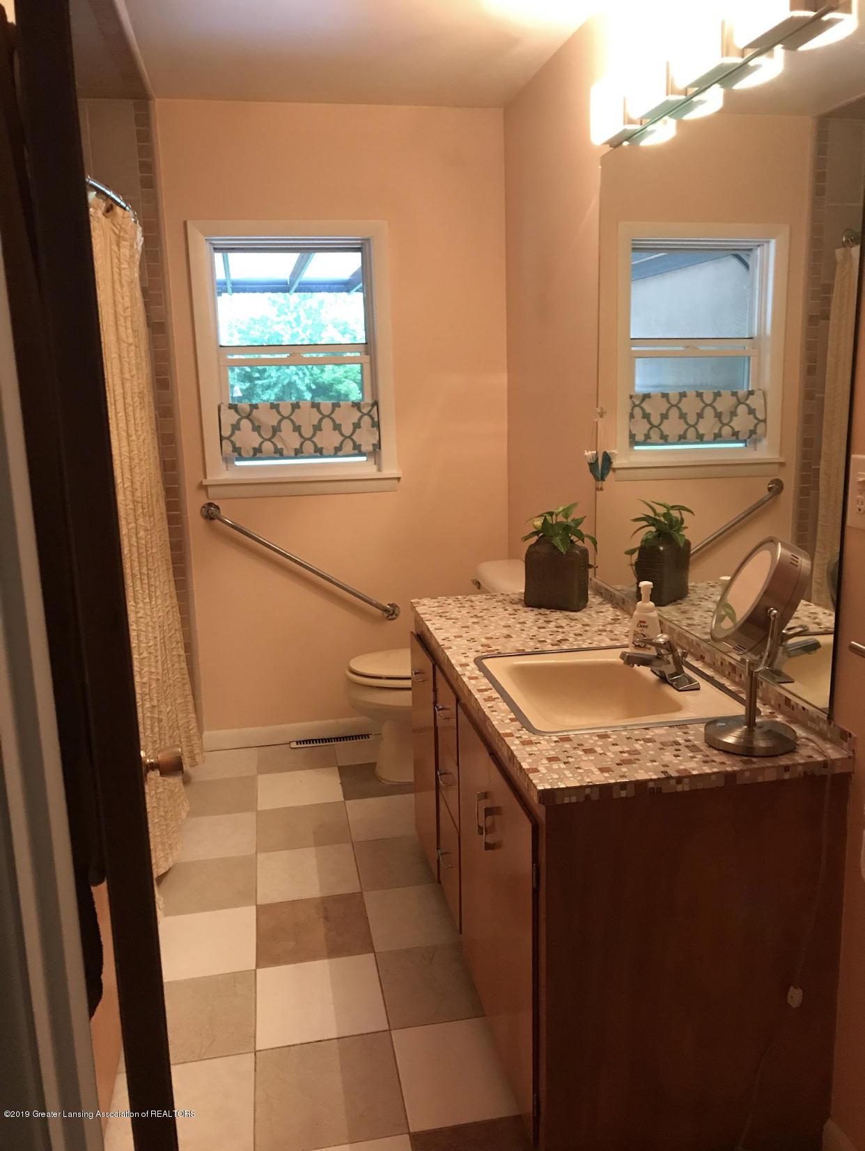 11217 Plains Rd - Full Bath - 10