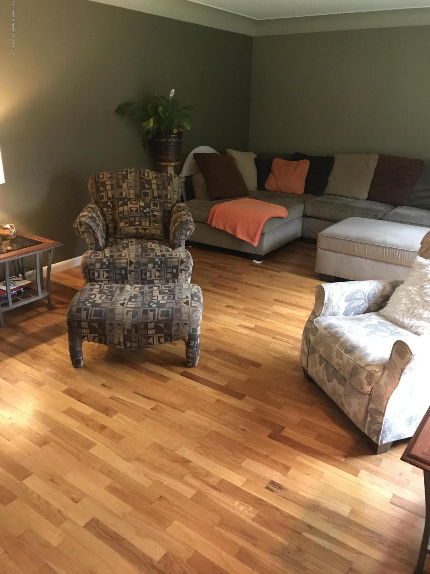 11217 Plains Rd - Living Room - 4