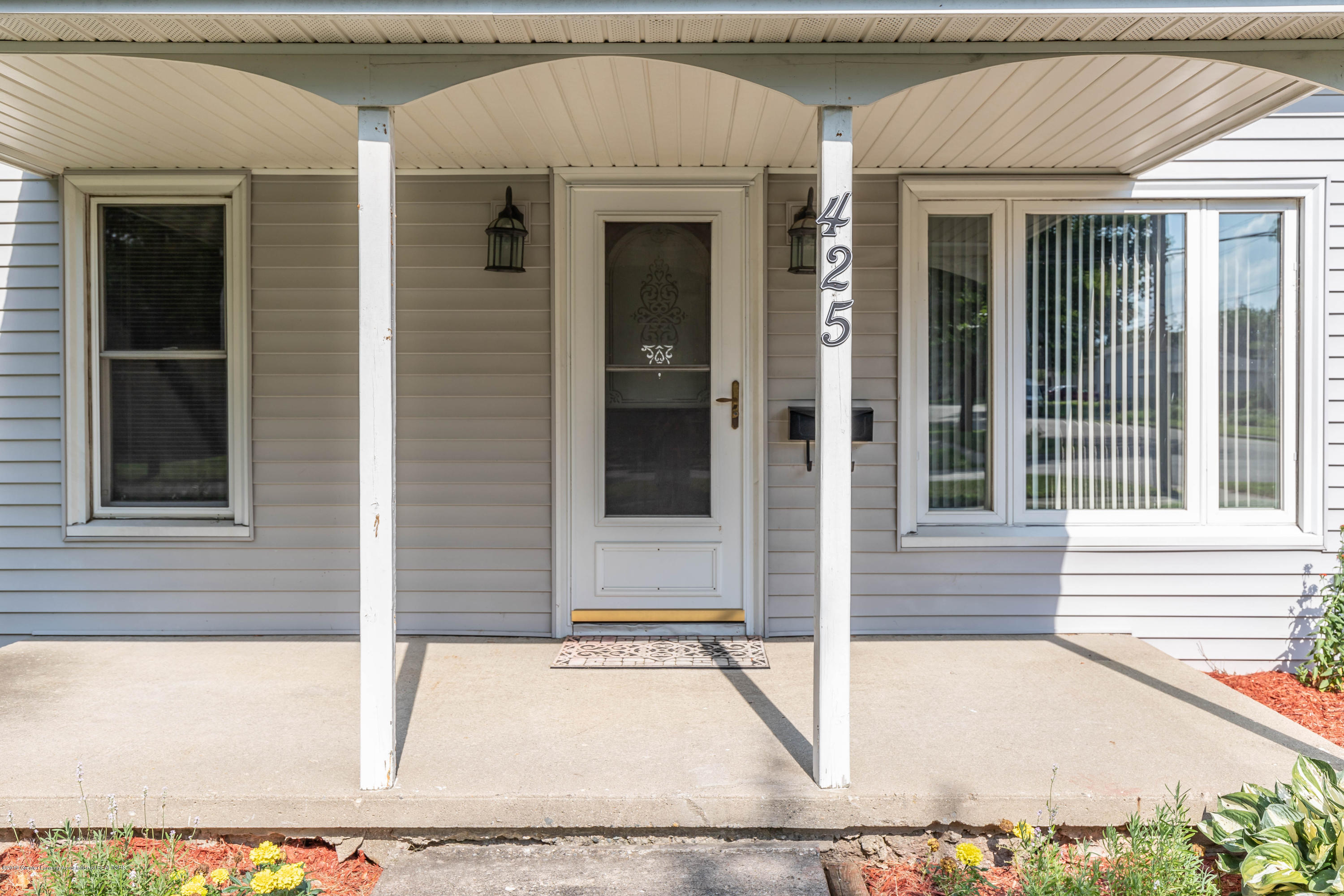 425 S Lansing St - Front Porch - 3