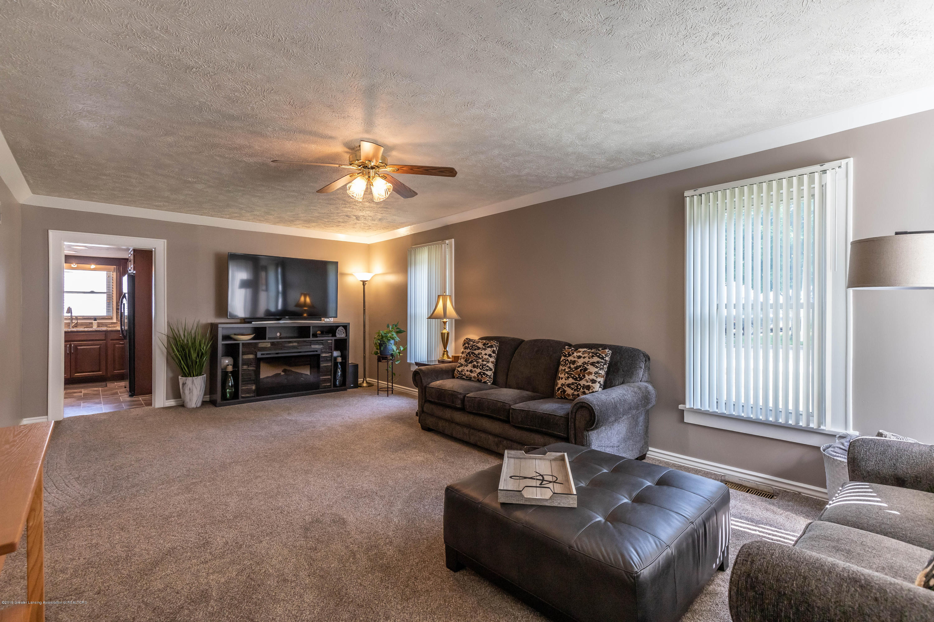 425 S Lansing St - Living Room - 11
