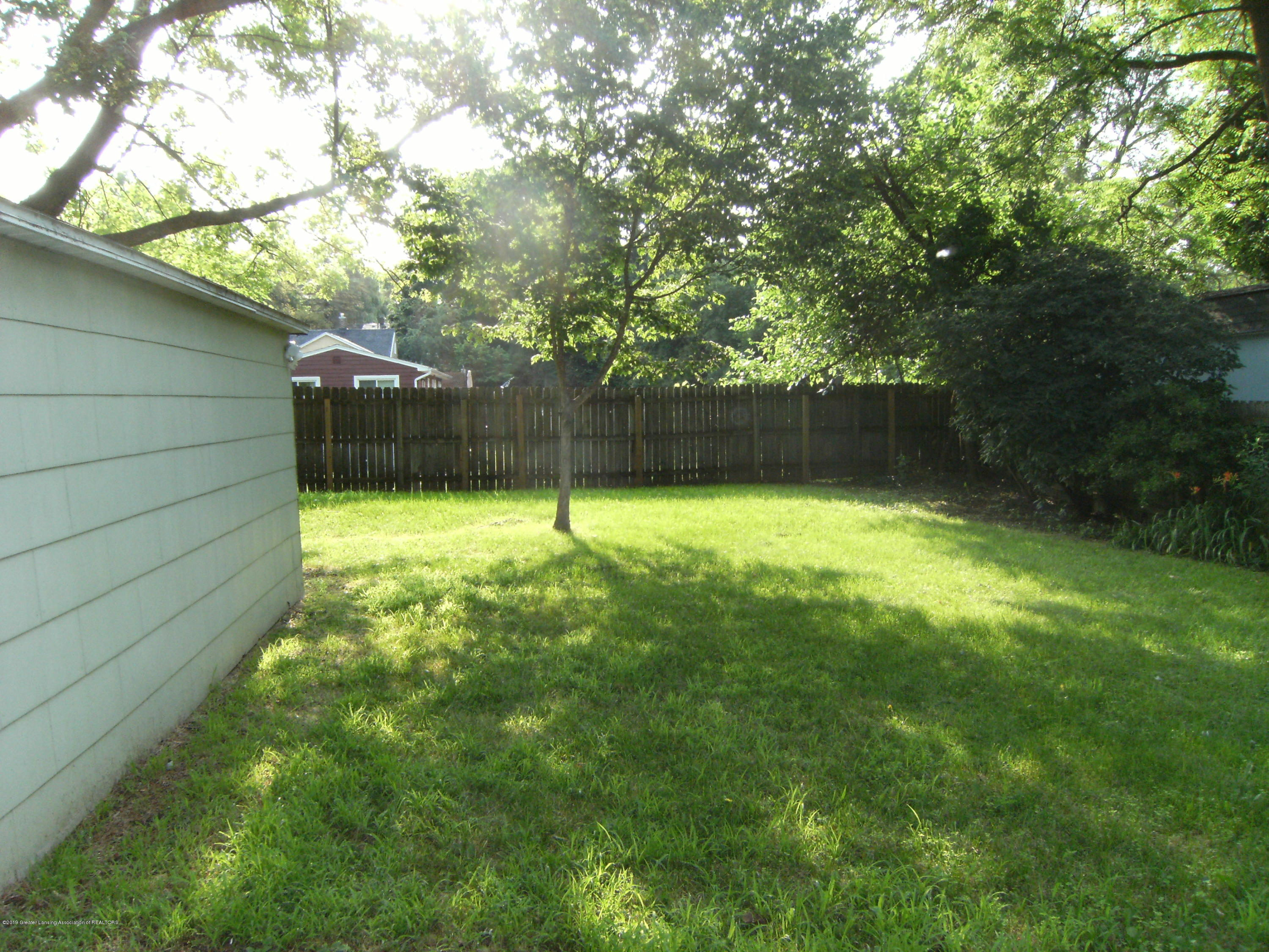 3021 Stabler St - Fenced yard - 3