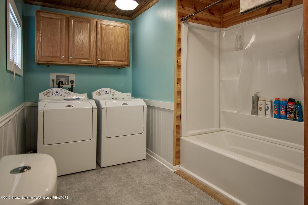318 S Summit St - Laundry bath - 12