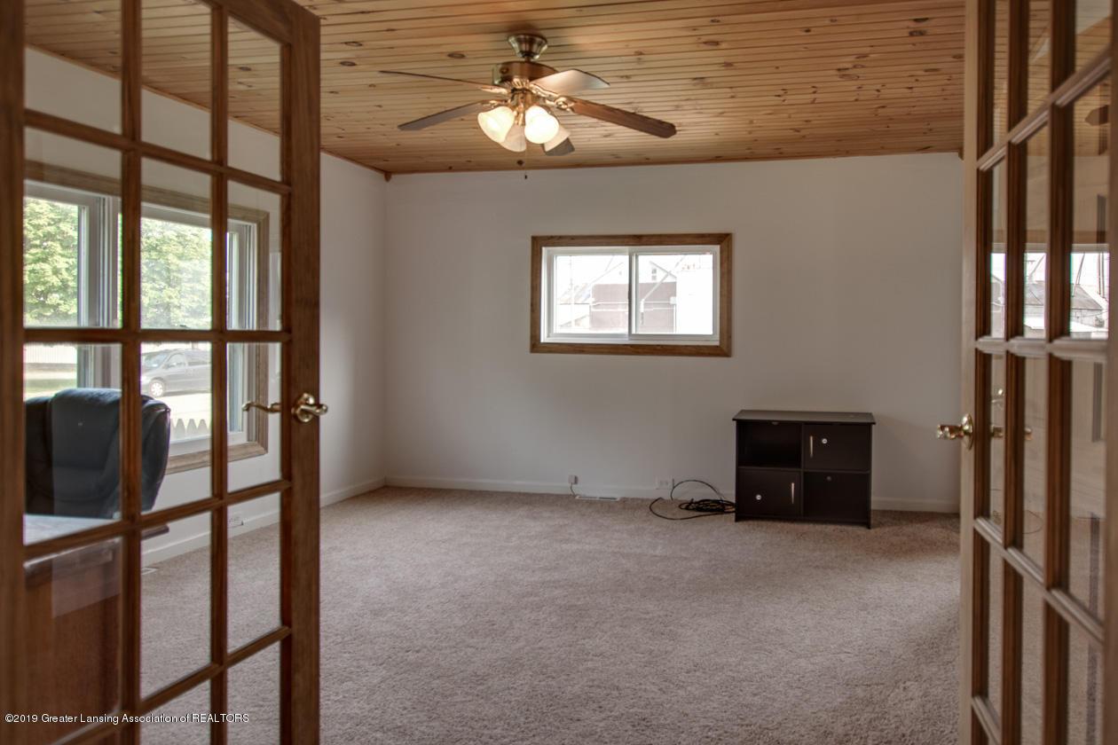 318 S Summit St - master bedroom - 10