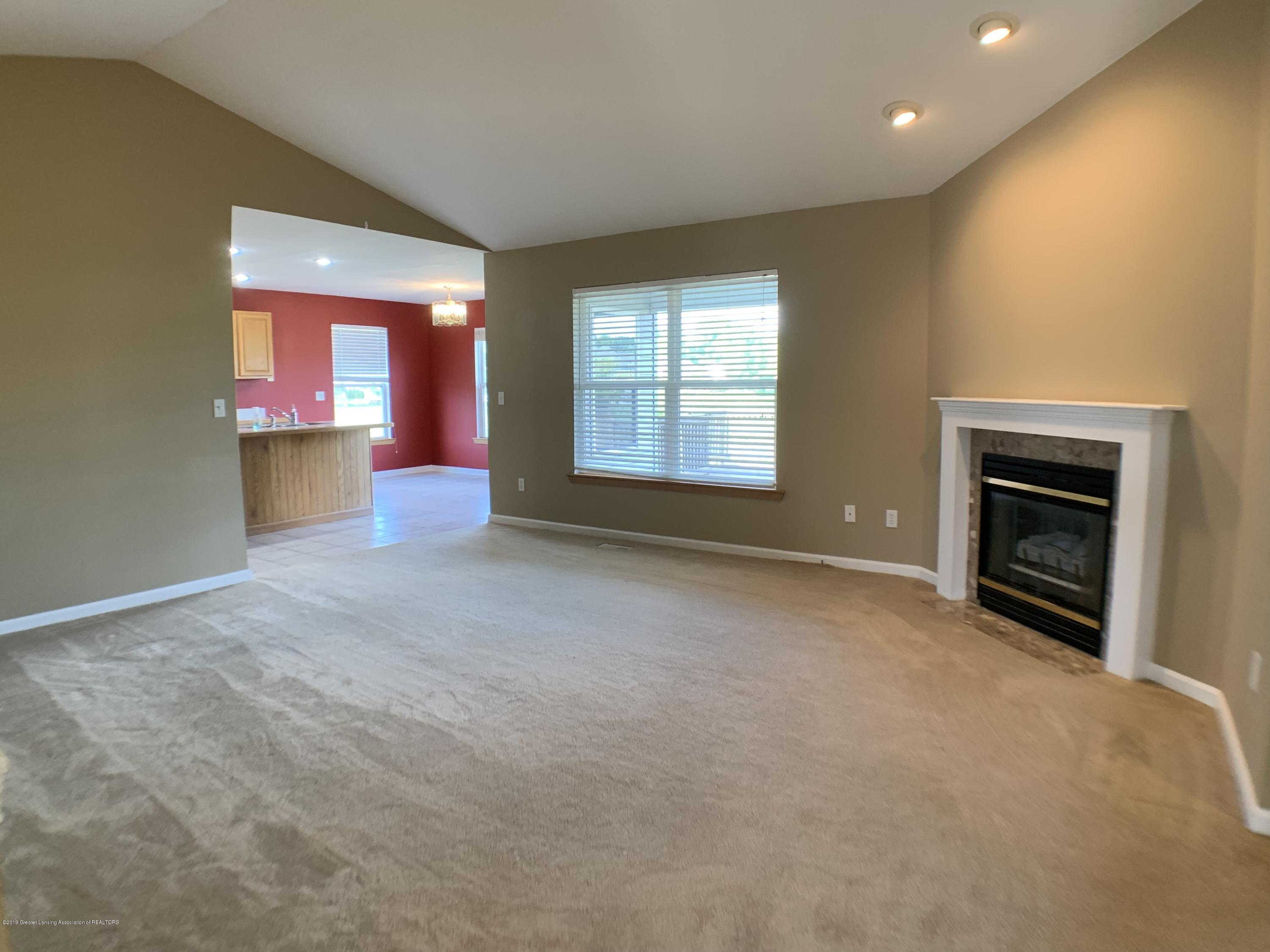 1556 Groombridge Dr - Living Room - 10