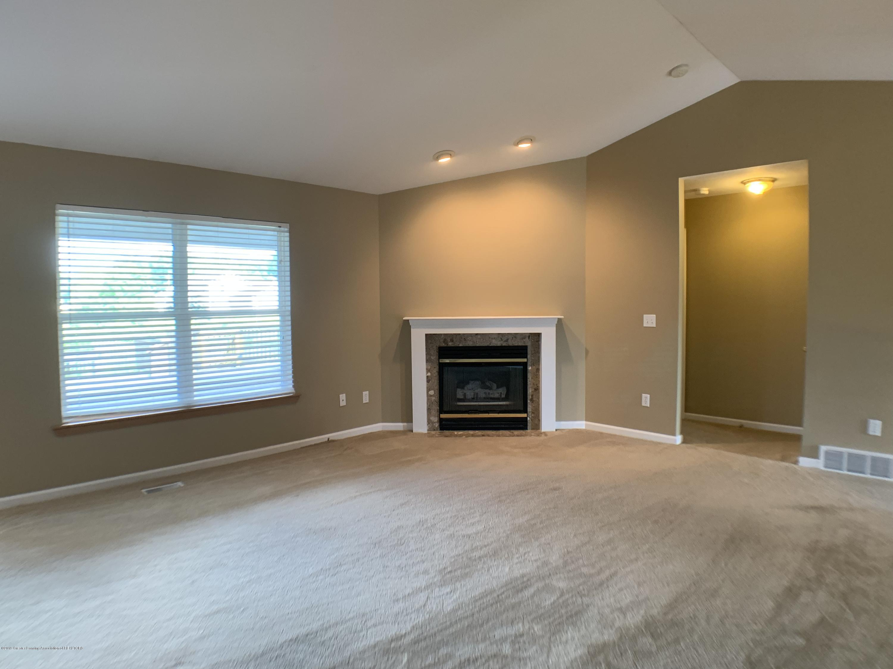 1556 Groombridge Dr - Living Room - 9
