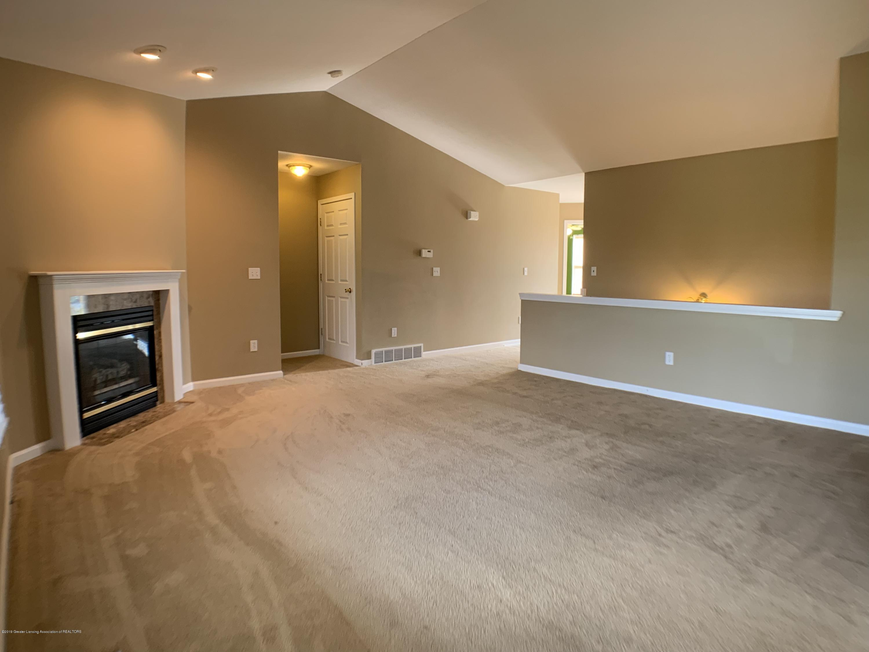 1556 Groombridge Dr - Living Room - 8