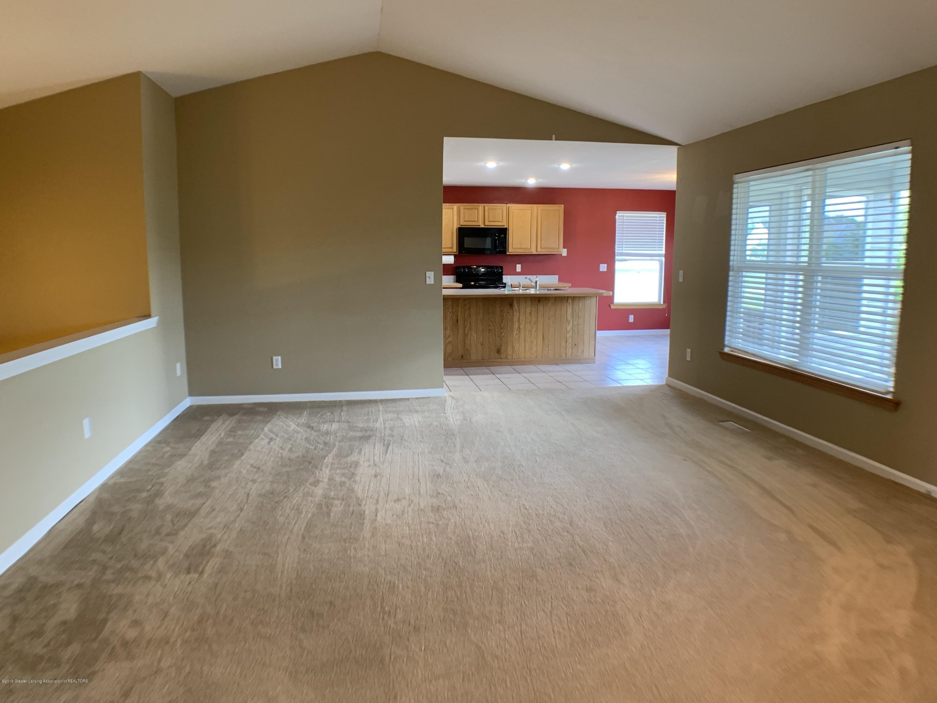1556 Groombridge Dr - Living Room - 11
