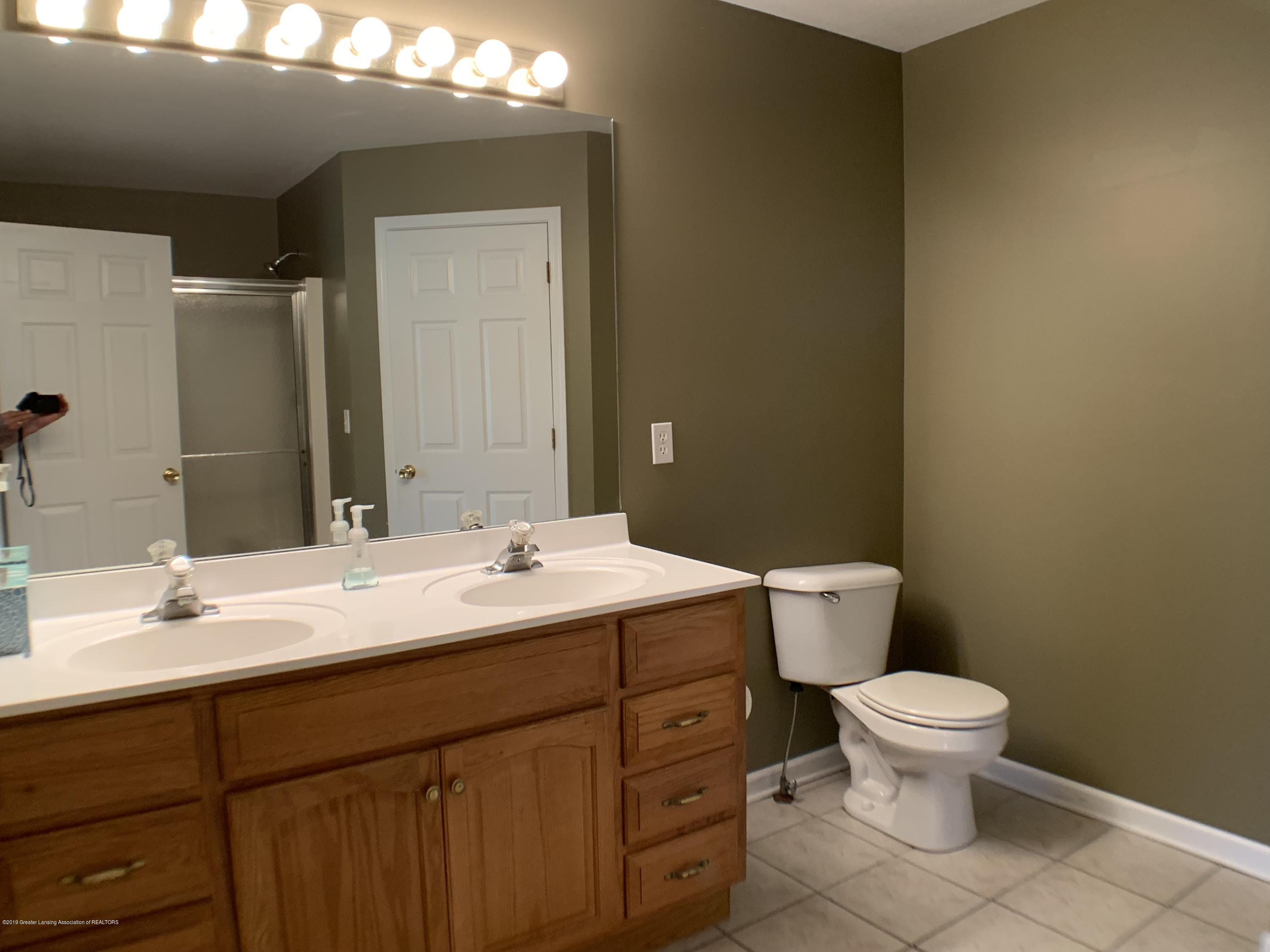 1556 Groombridge Dr - Master Bathroom - 24