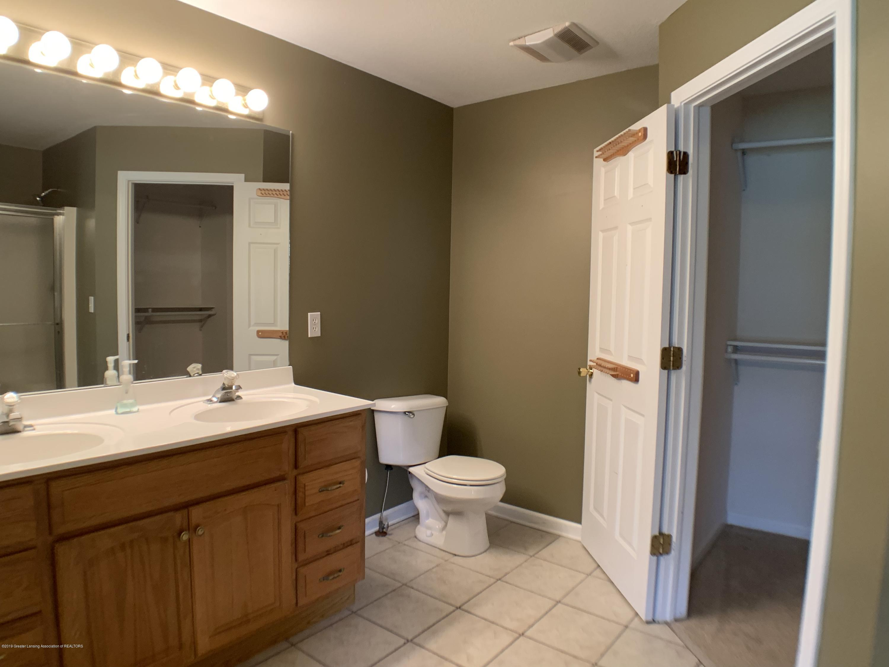 1556 Groombridge Dr - Master Bathroom - 25
