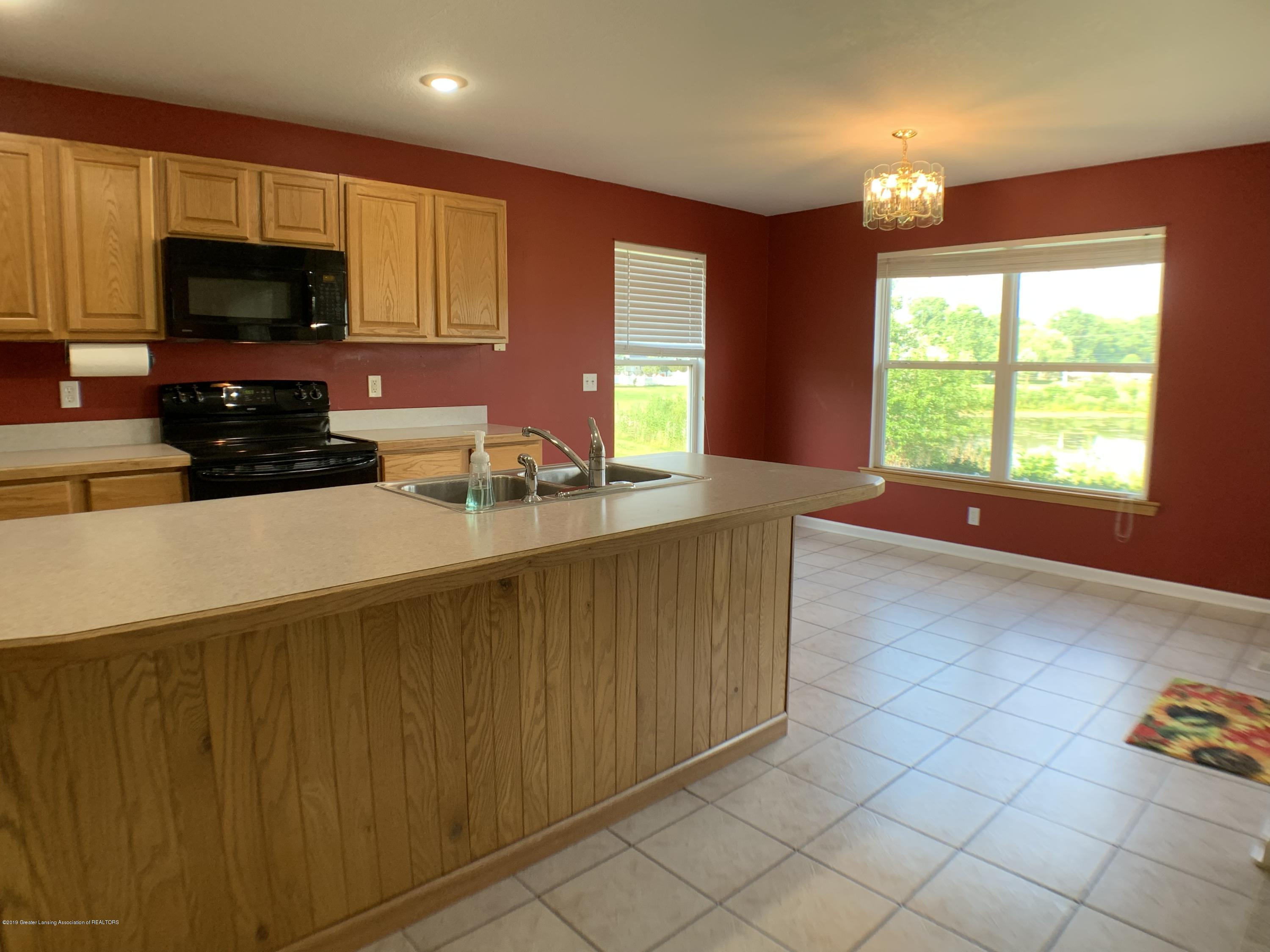 1556 Groombridge Dr - Kitchen - 12