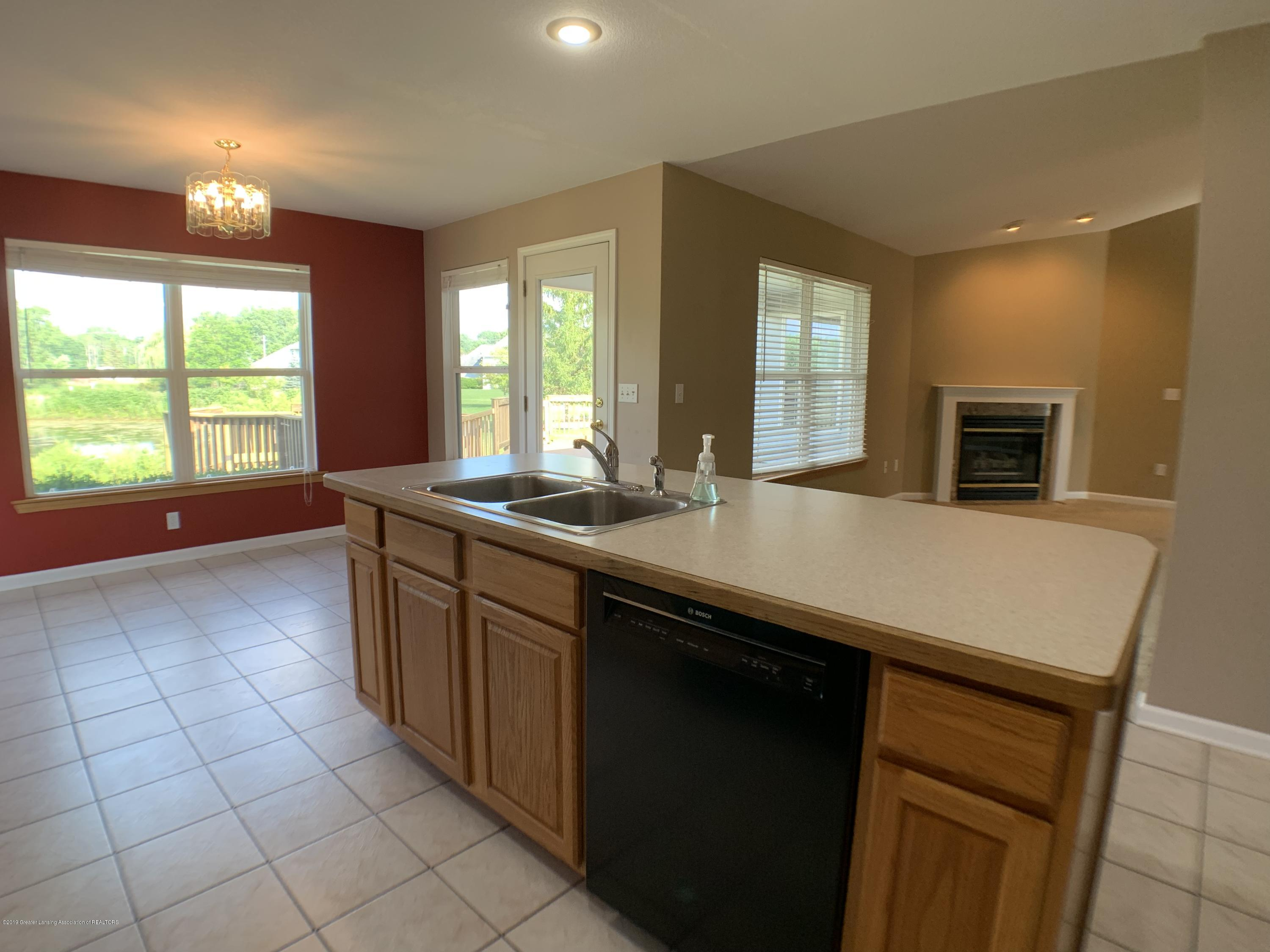 1556 Groombridge Dr - Kitchen - 17