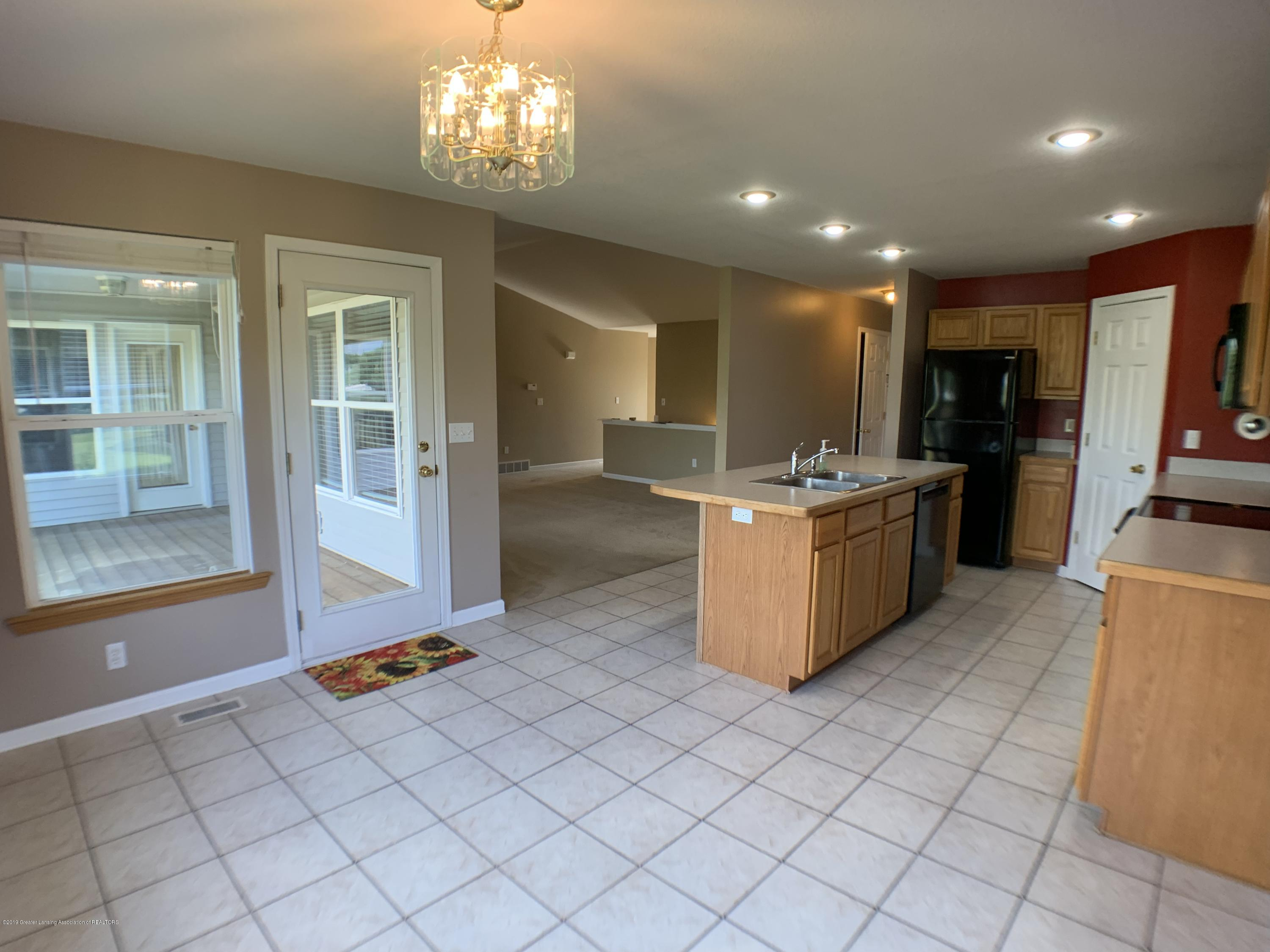 1556 Groombridge Dr - Kitchen - 18