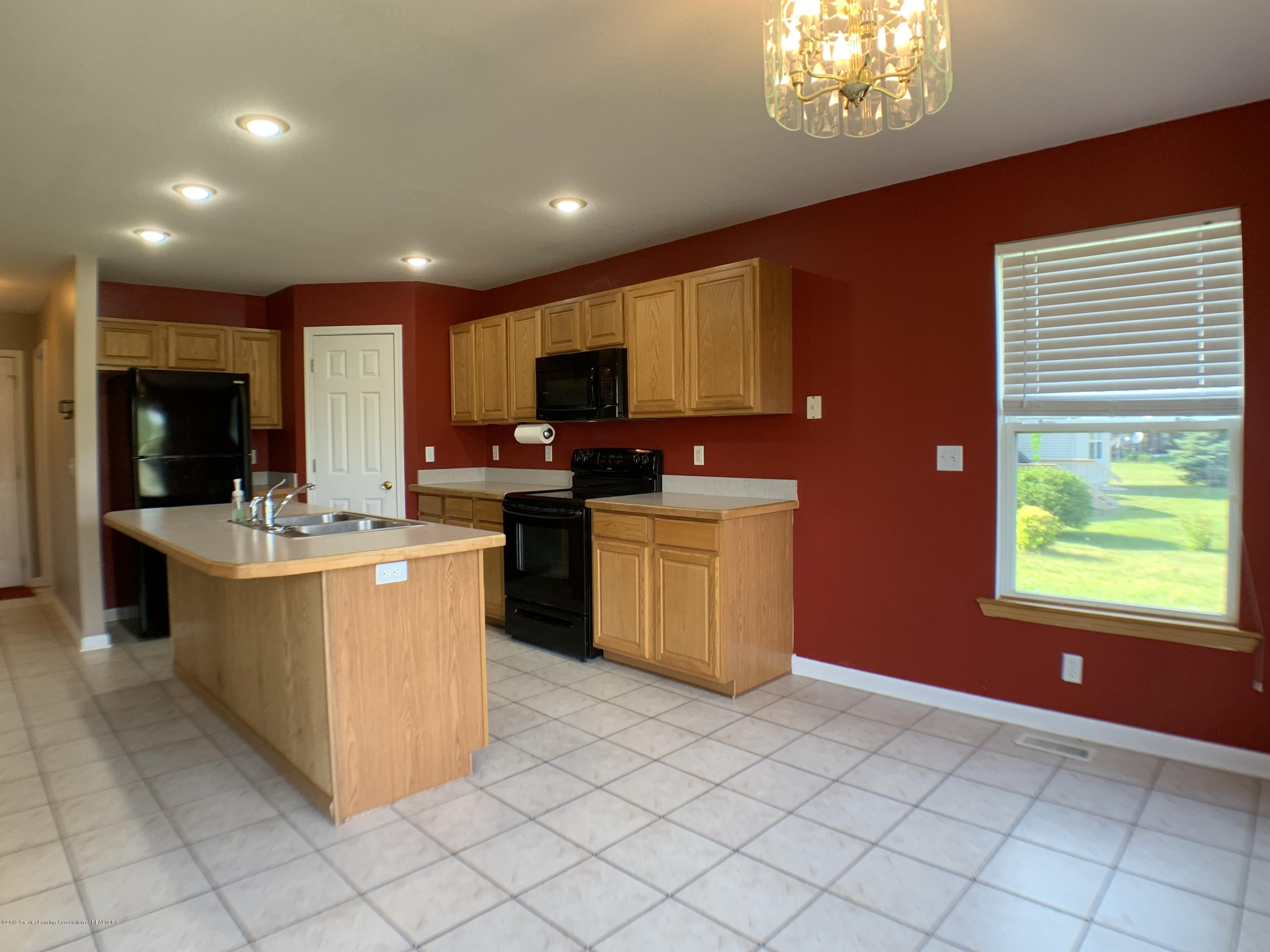 1556 Groombridge Dr - Kitchen - 14