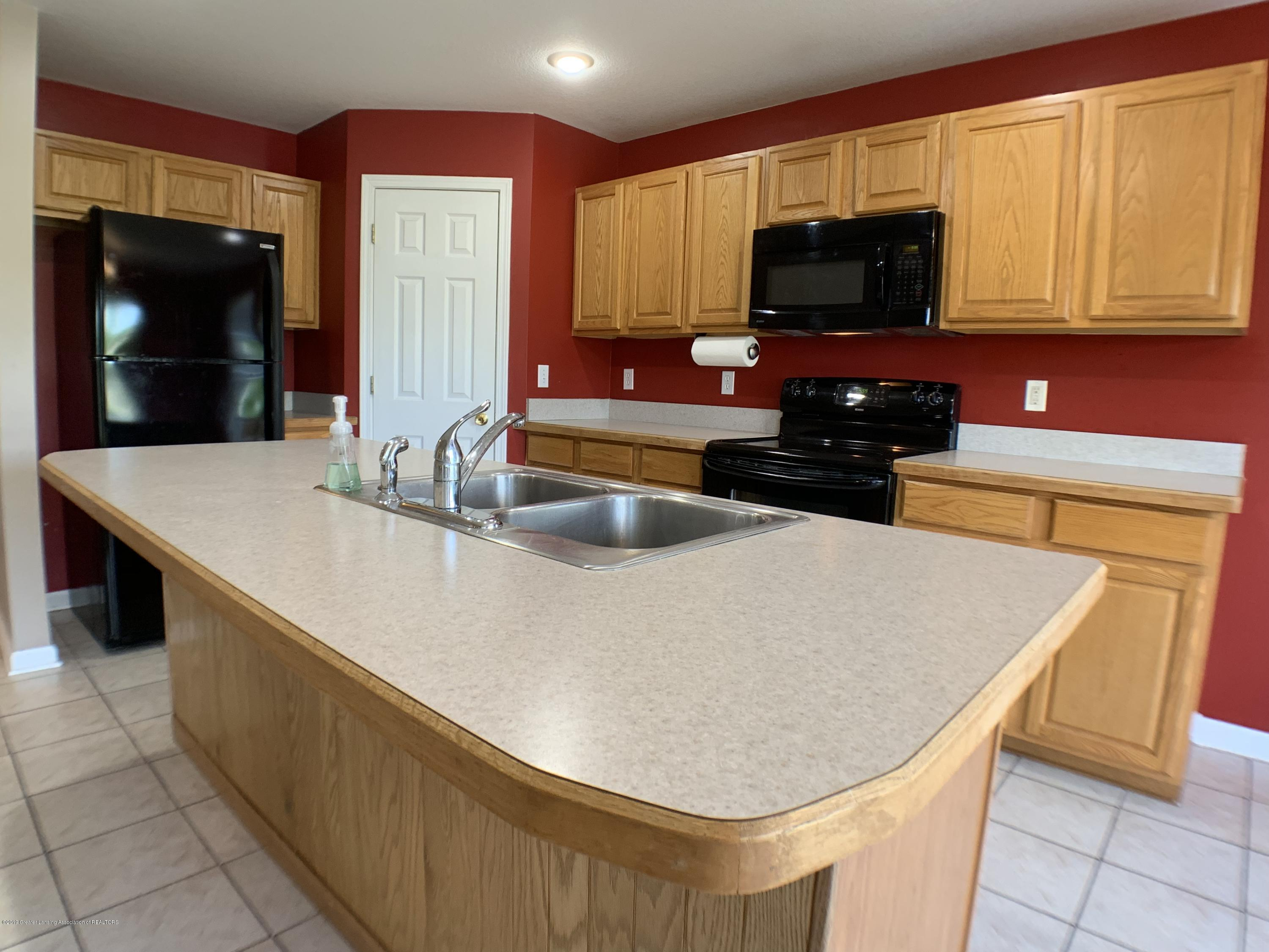 1556 Groombridge Dr - Kitchen - 16