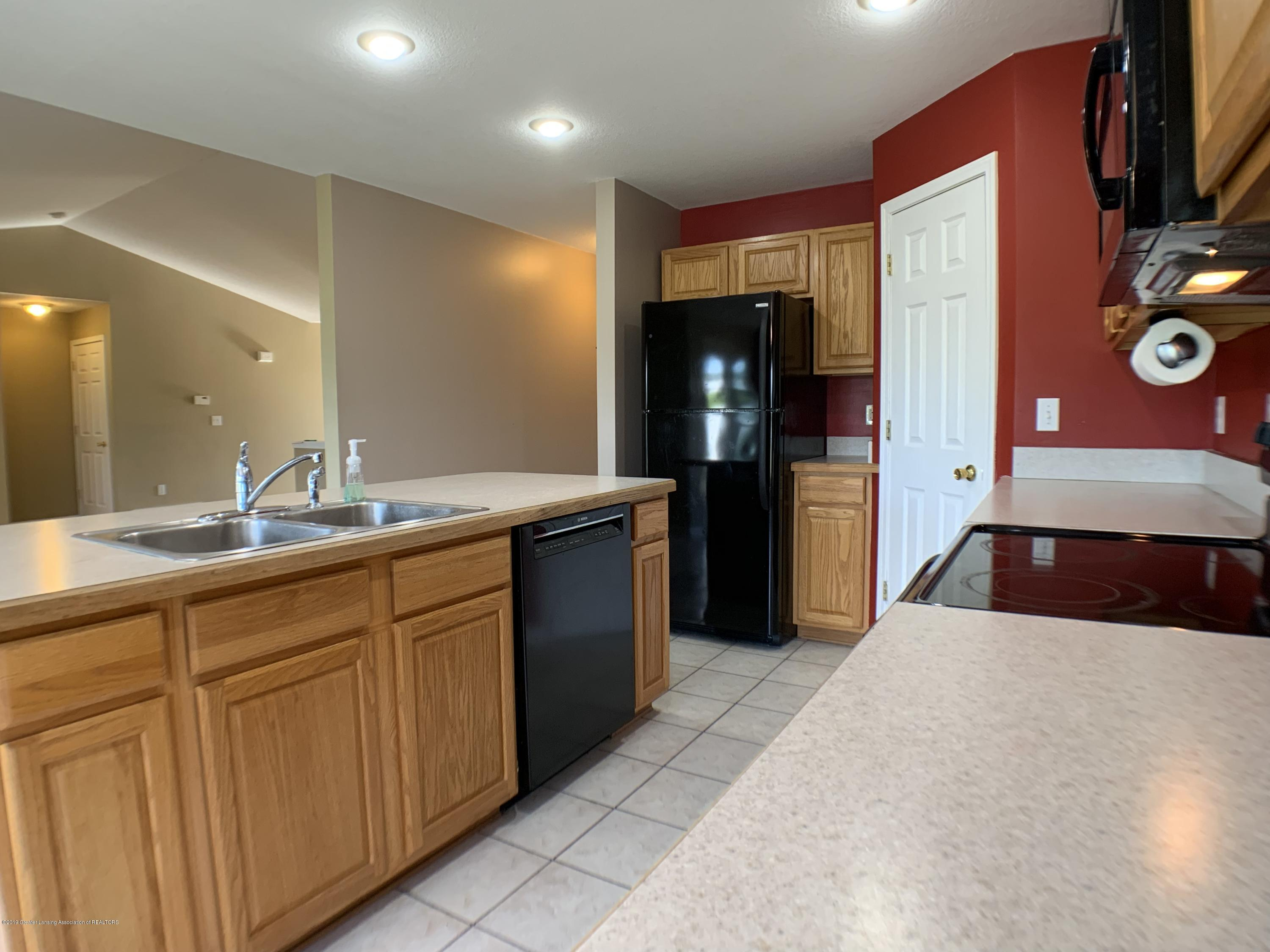 1556 Groombridge Dr - Kitchen - 15