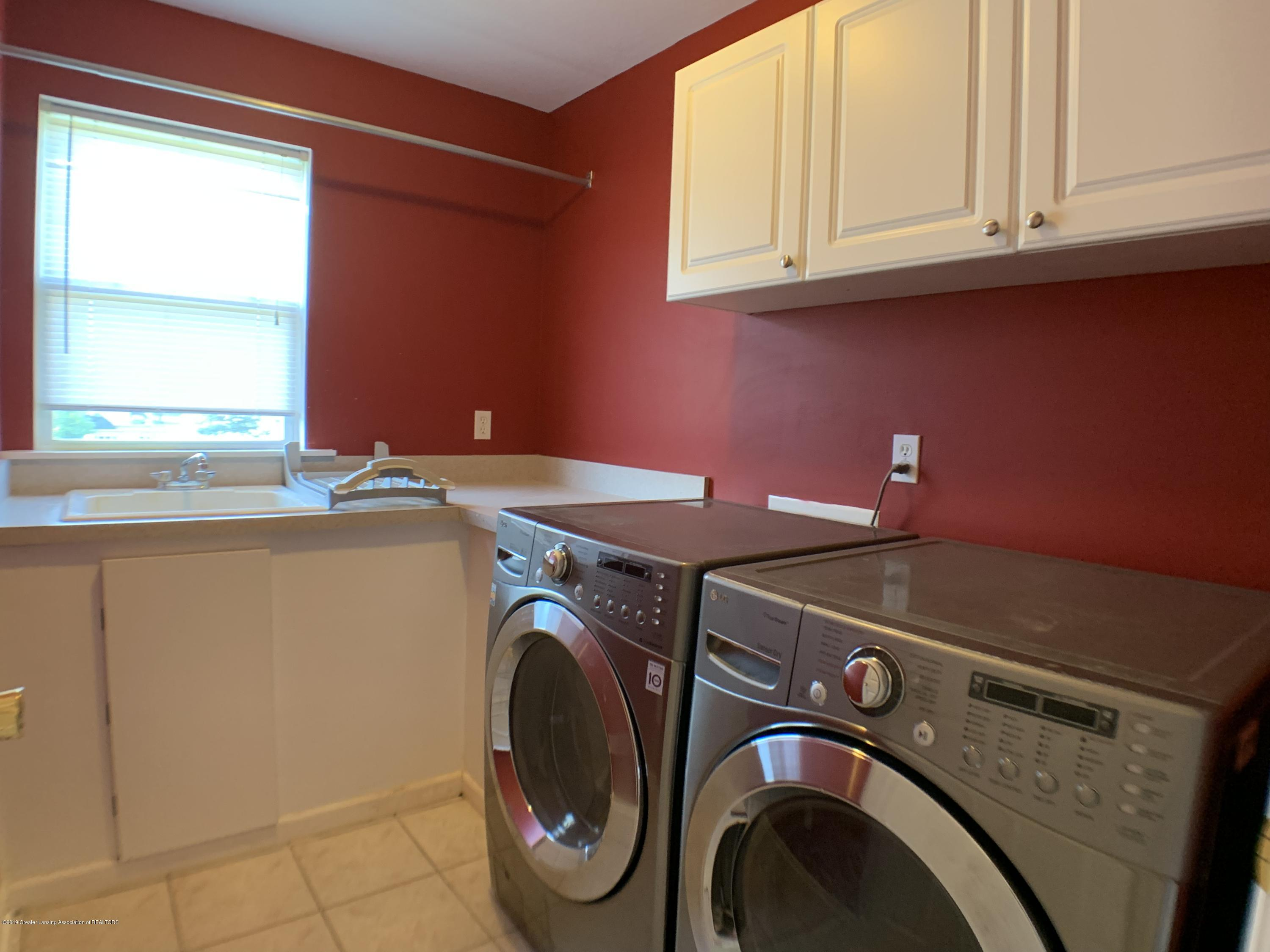 1556 Groombridge Dr - First Floor Laundry - 19