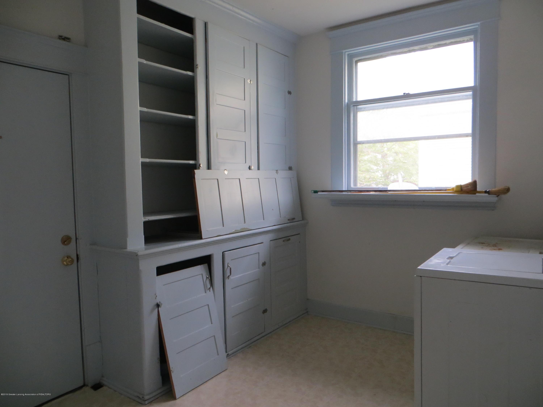 608 W Lapeer St - laundry - 14