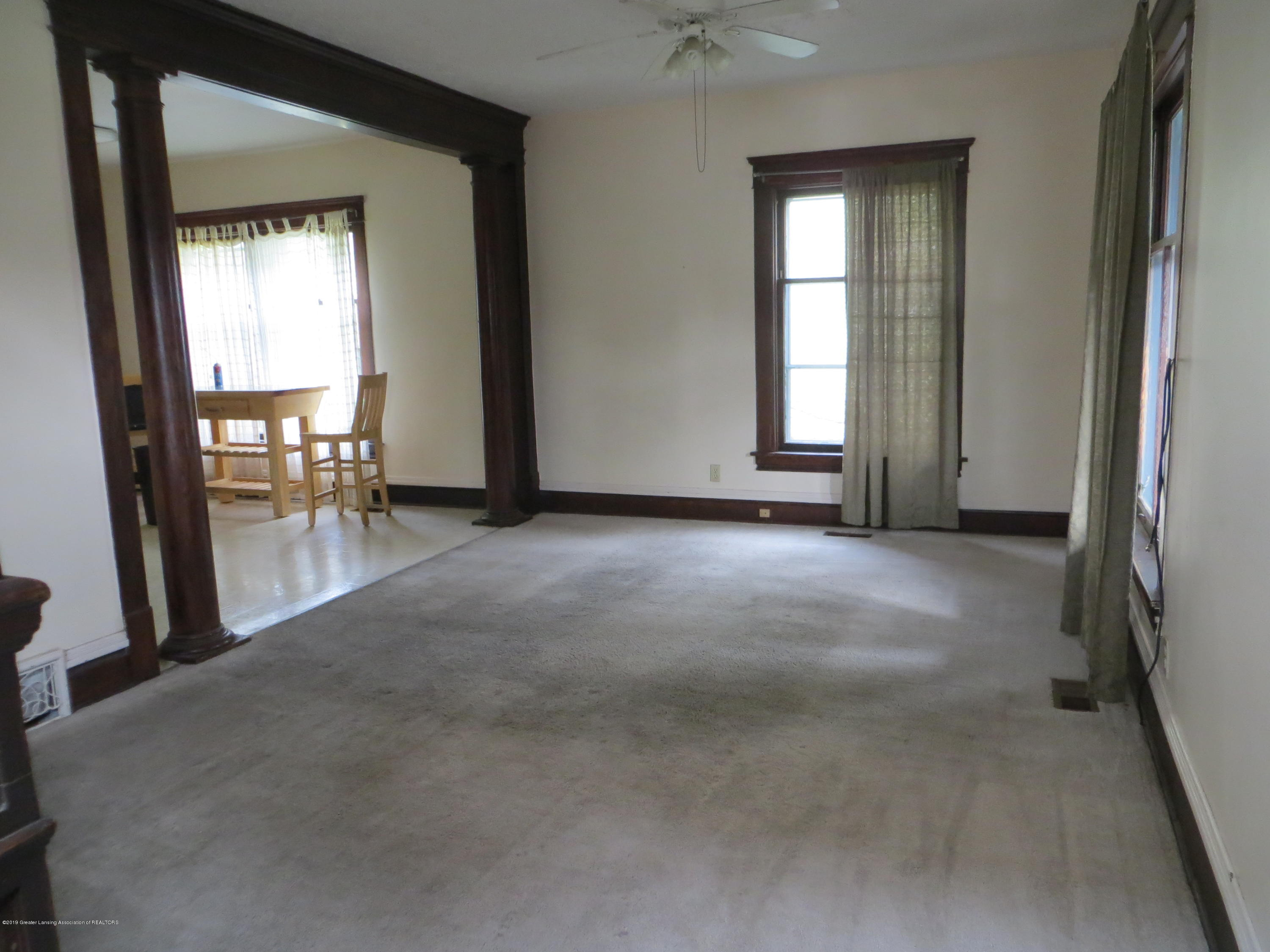608 W Lapeer St - living room - 4