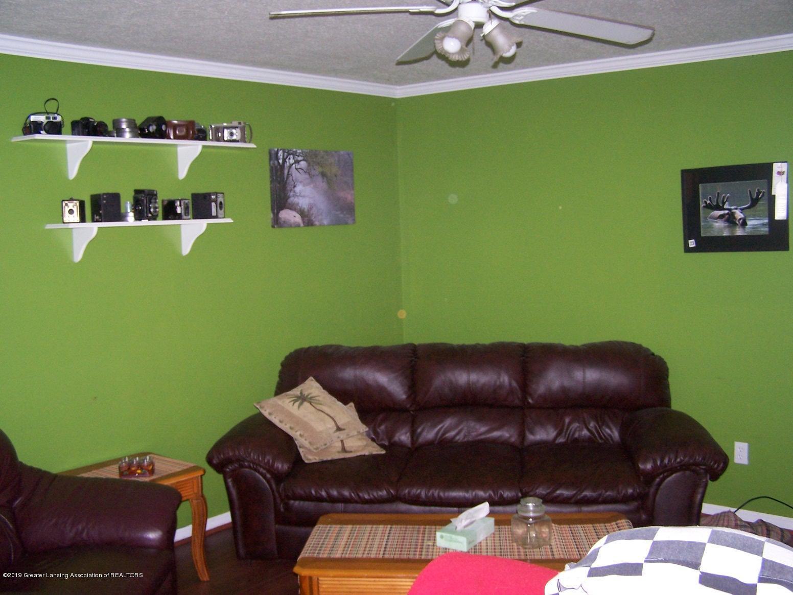 616 Vaughn - Living Room - 6