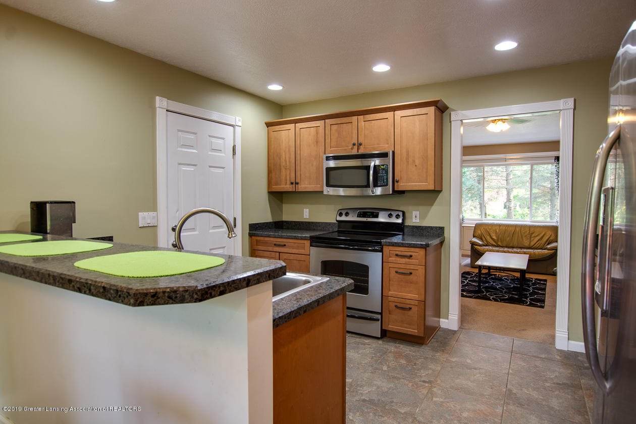 1725 Mt Vernon Ave - Kitchen - 9