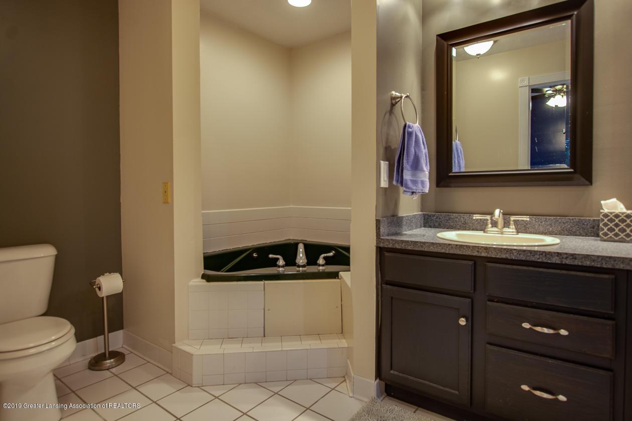 1725 Mt Vernon Ave - Master bath - 14