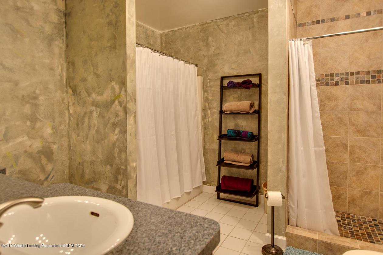 1725 Mt Vernon Ave - Full bath lower level - 21