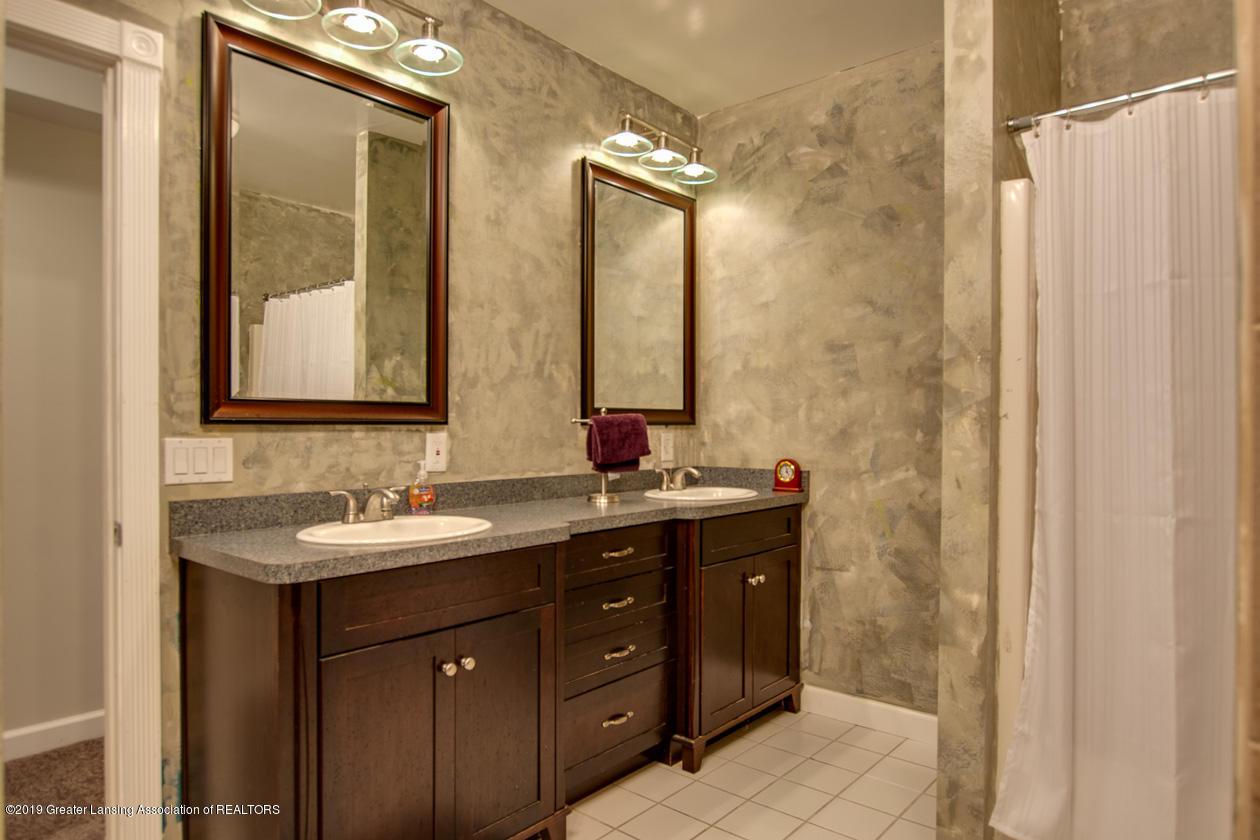 1725 Mt Vernon Ave - Full bath lower level - 22