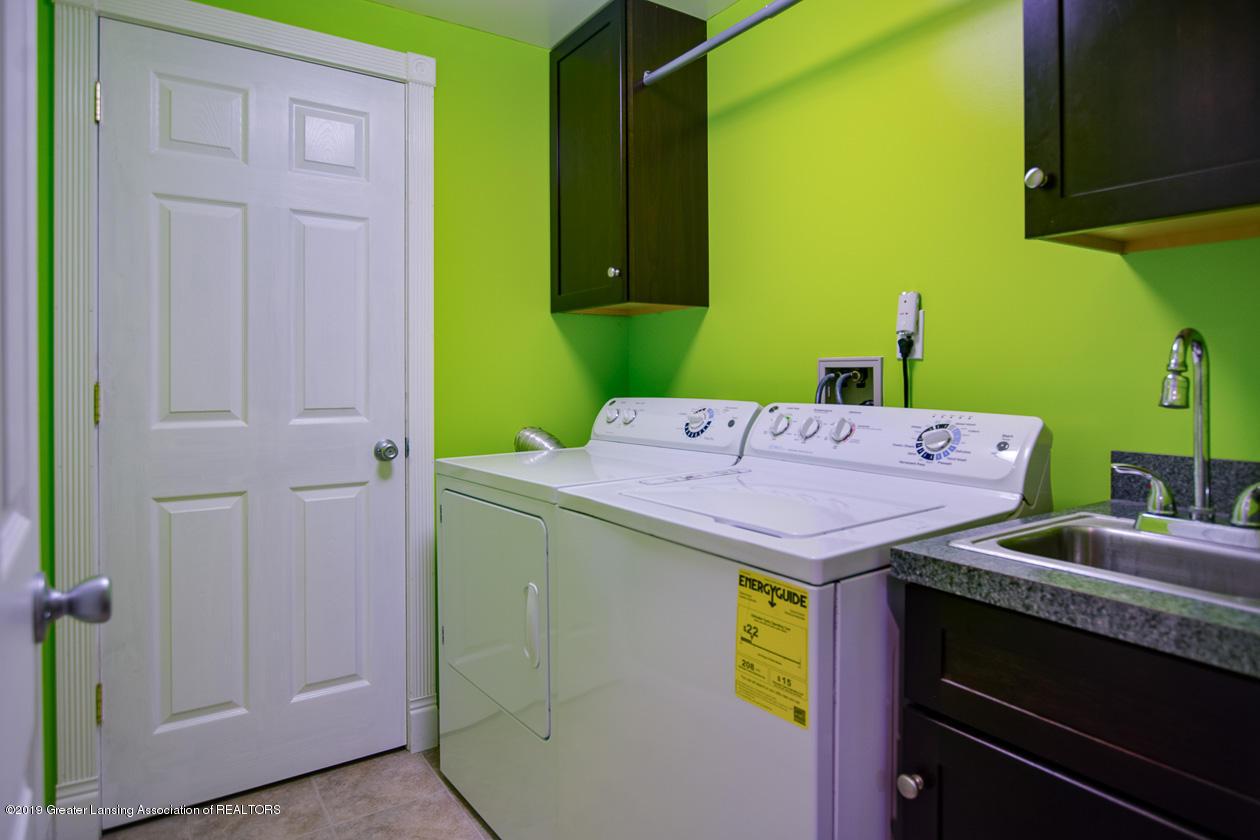 1725 Mt Vernon Ave - Laundry room - 24