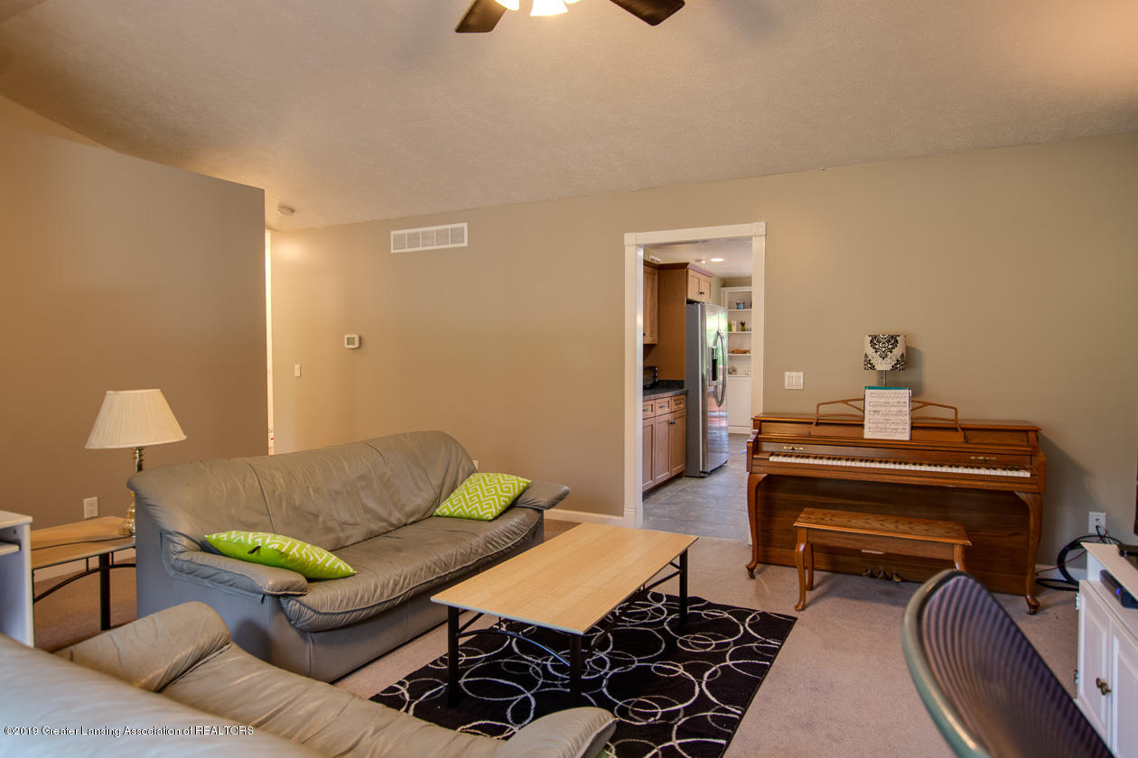 1725 Mt Vernon Ave - Living room - 5