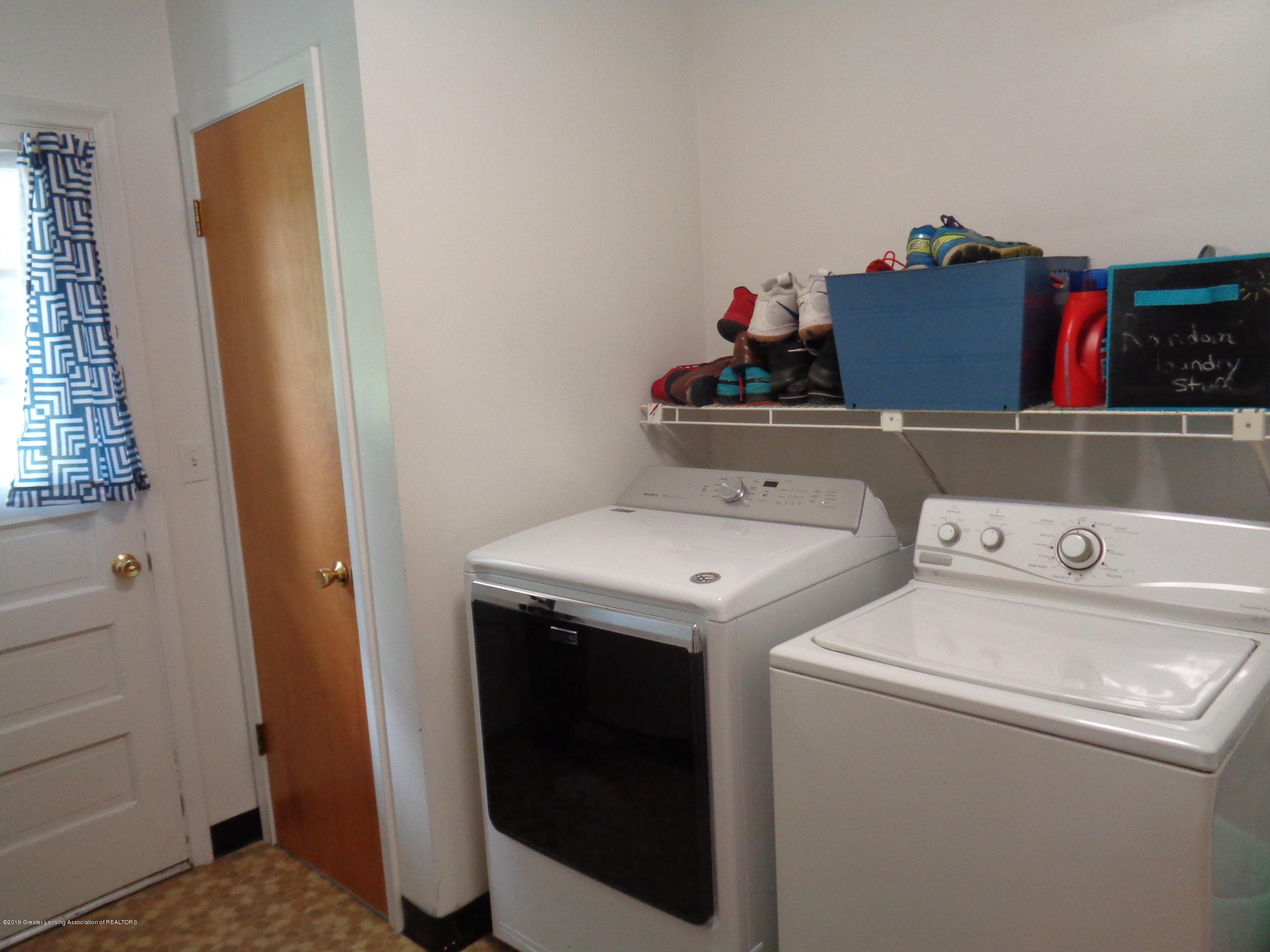 3525 W Kalamazoo St - kalamazoo laundry room - 8