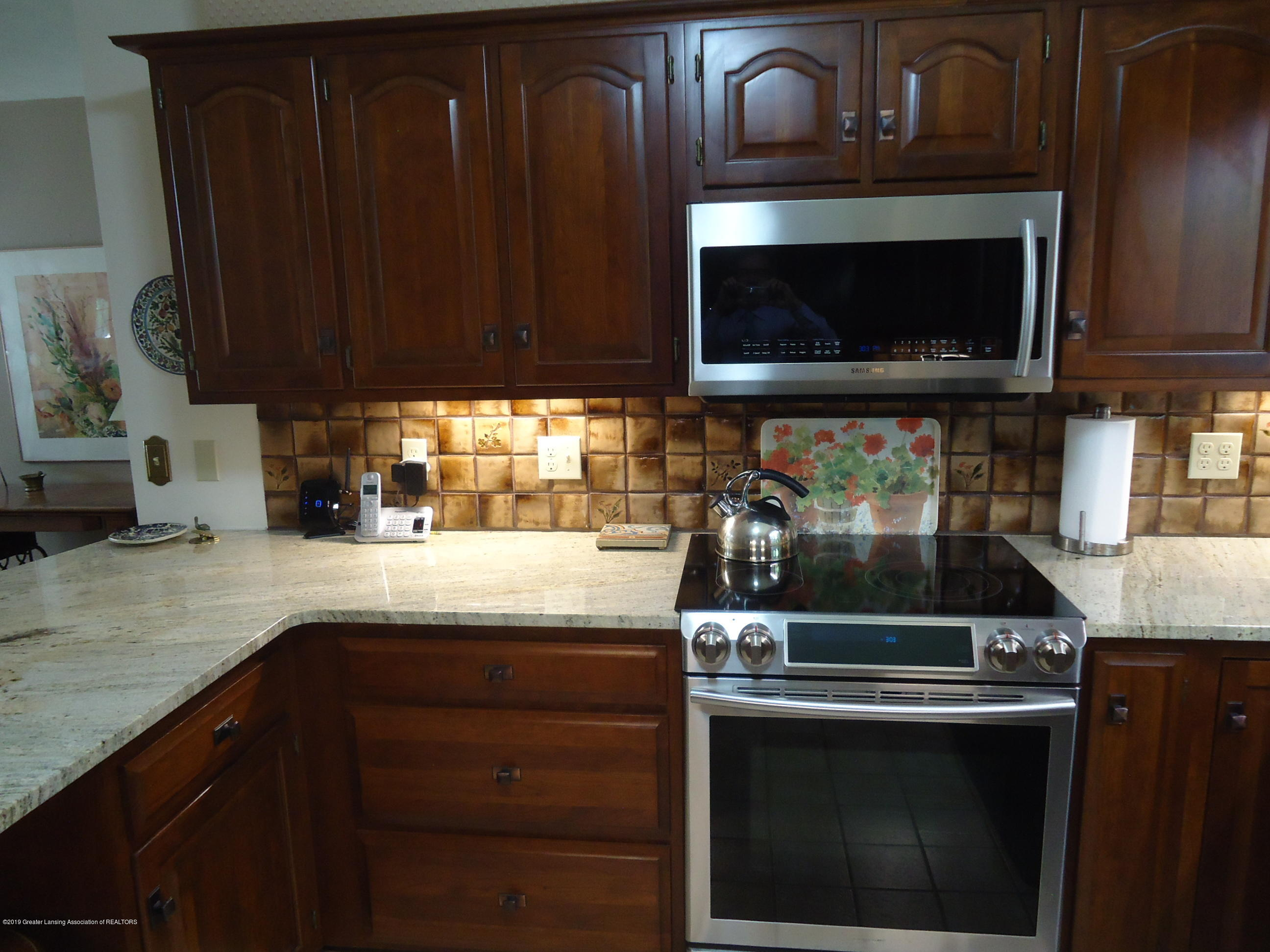 530 S Ainger Rd - Kitchen - 6