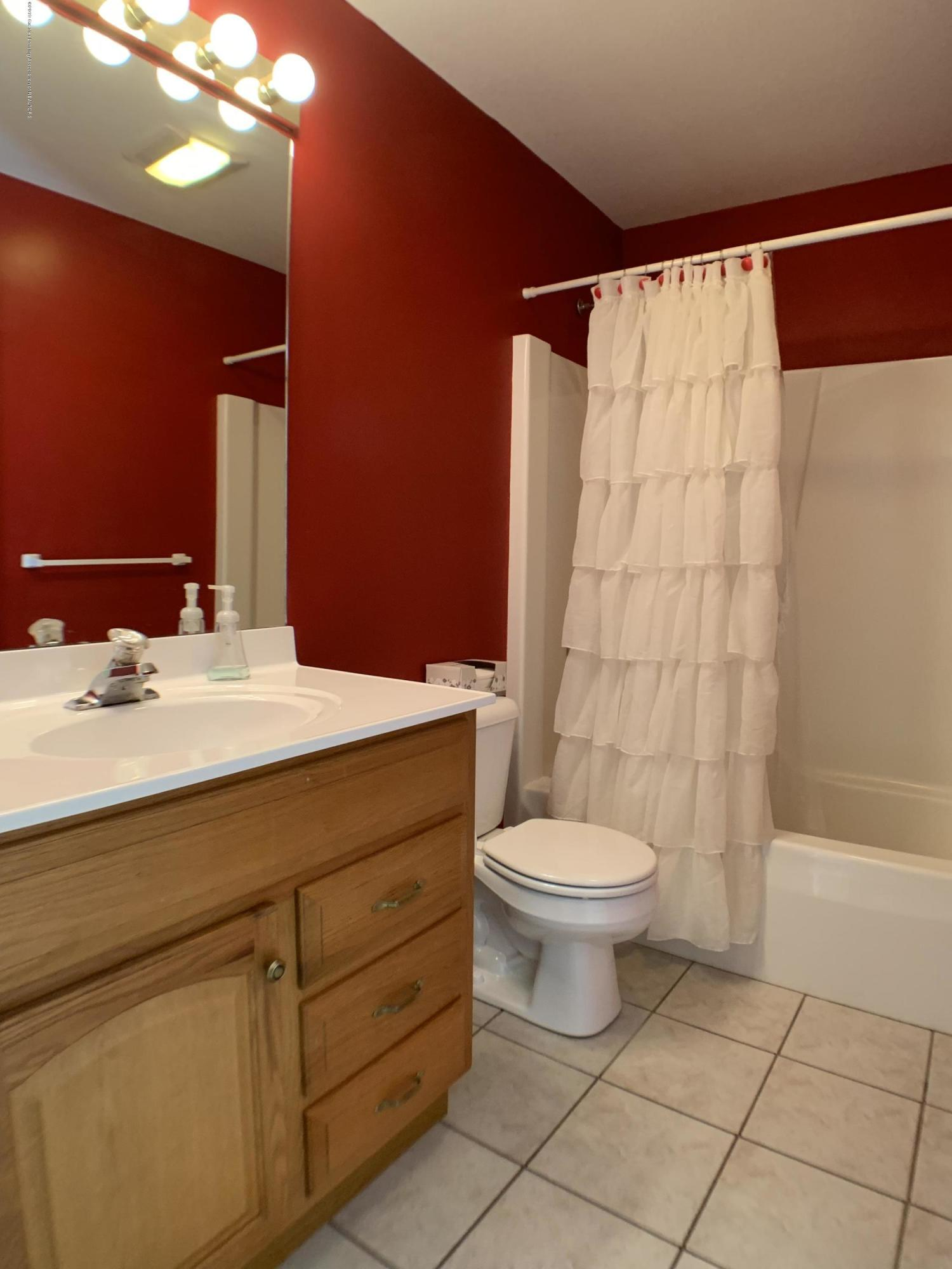 1556 Groombridge Dr - Bathroom - 30