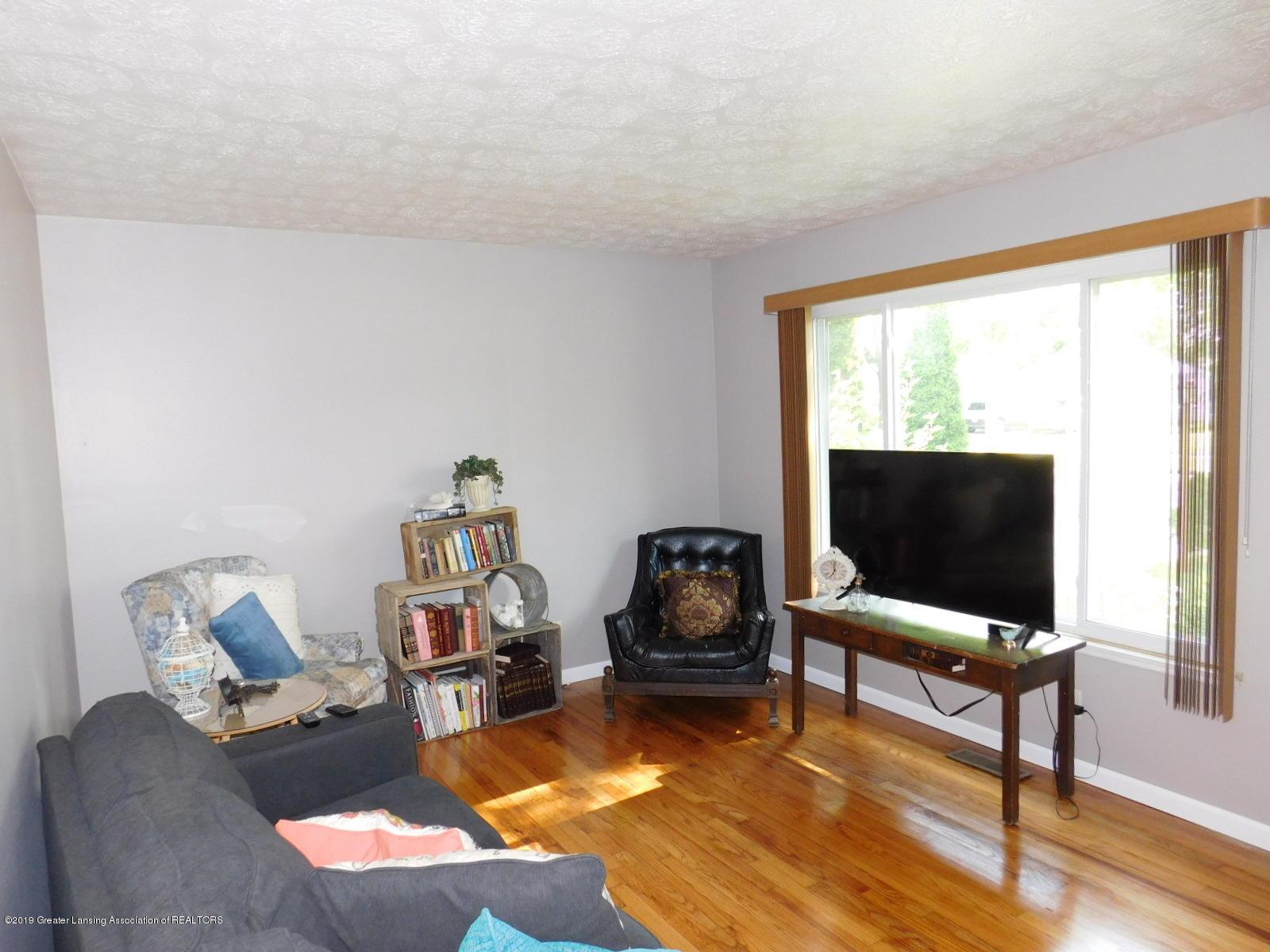 4111 Clayborn Rd - LIVING ROOM - 4