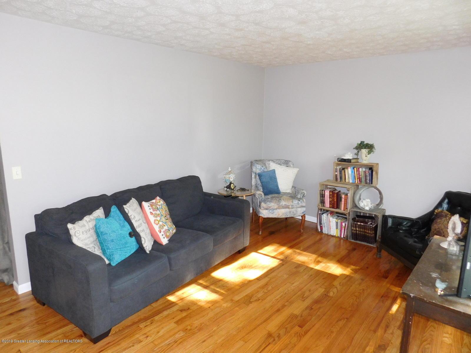 4111 Clayborn Rd - LIVING ROOM - 5