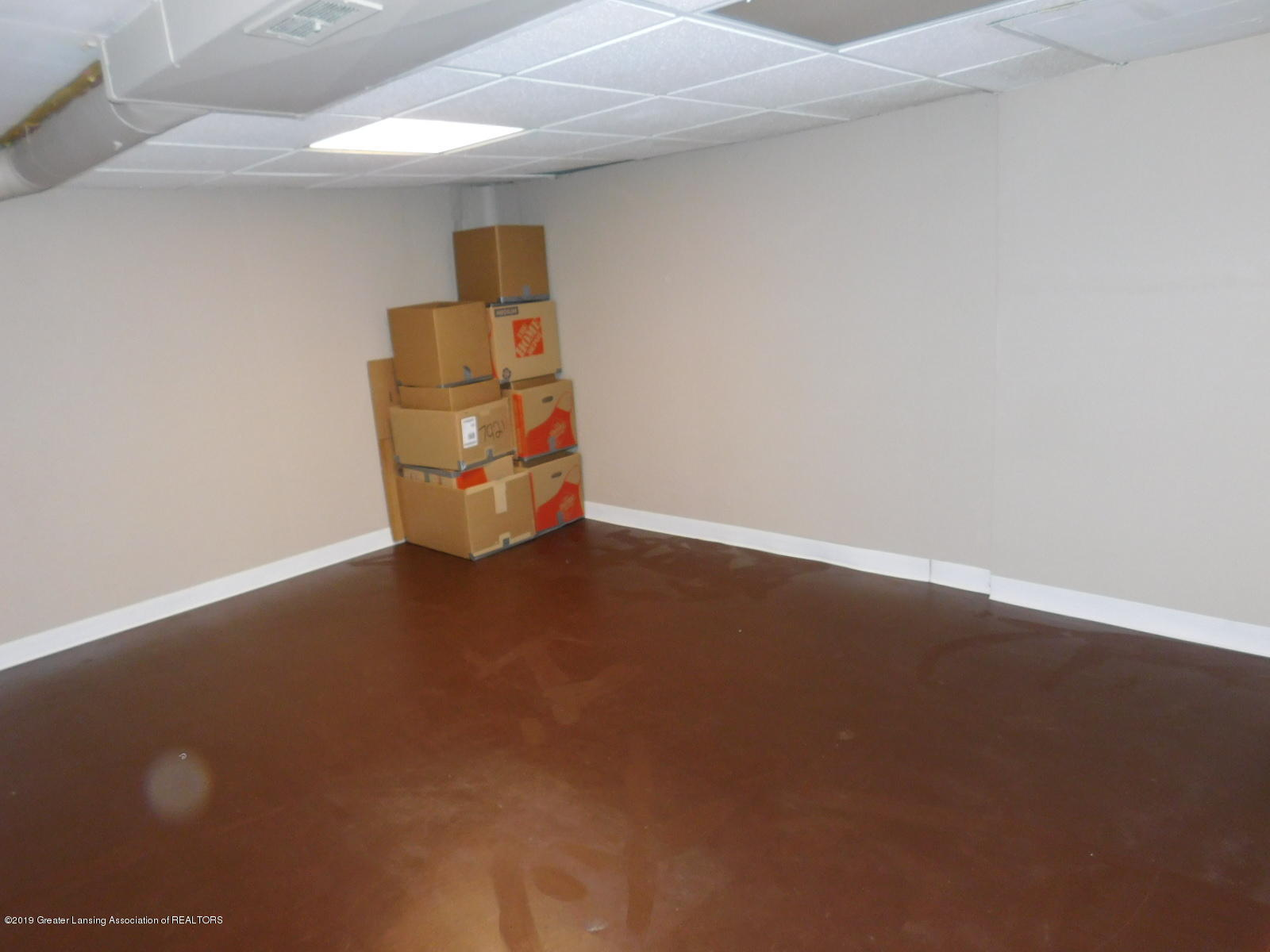 4111 Clayborn Rd - OFFICE IN LOWER LEVEL - 25