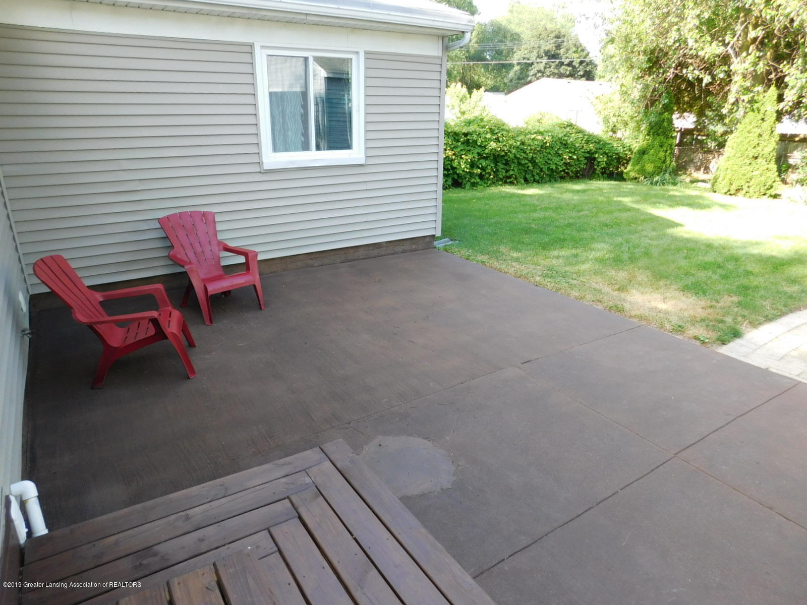 4111 Clayborn Rd - STAINED CONCRETE PATIO - 32